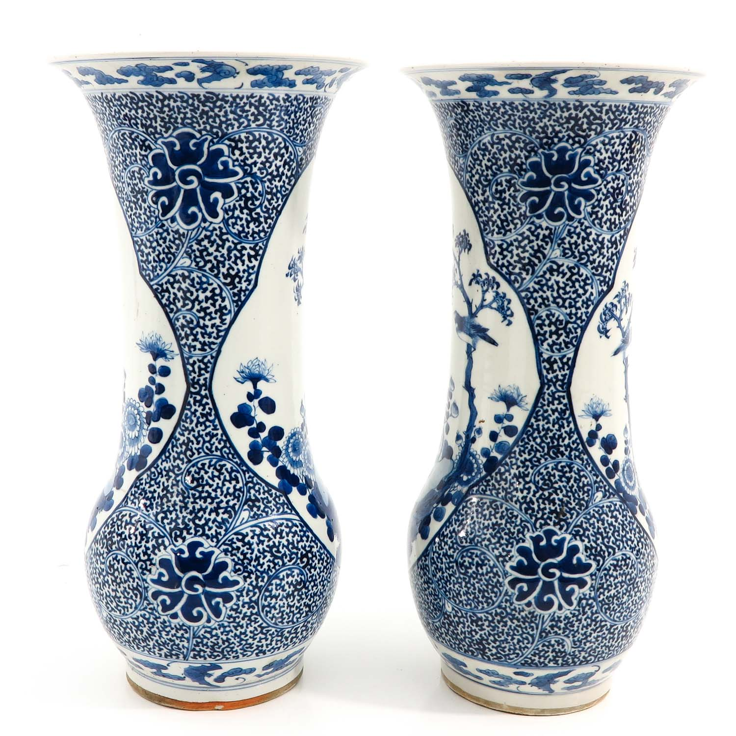 A Pair of Blue and White Vases - Image 2 of 10