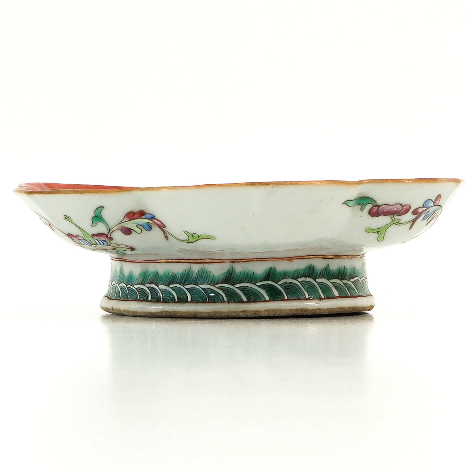 A Famille Rose Altar Dish - Image 3 of 10