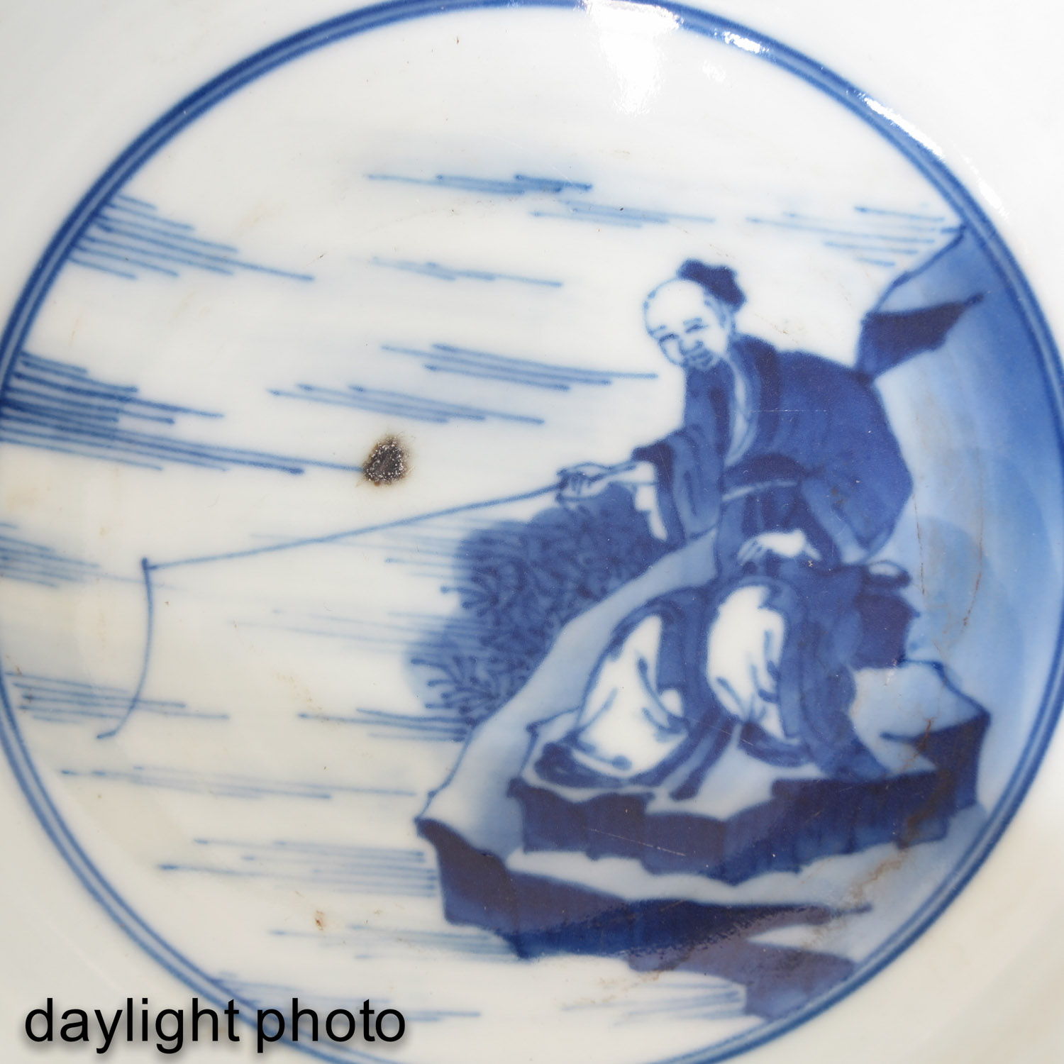 A Blue and White Flared Rim Dish - Image 10 of 10