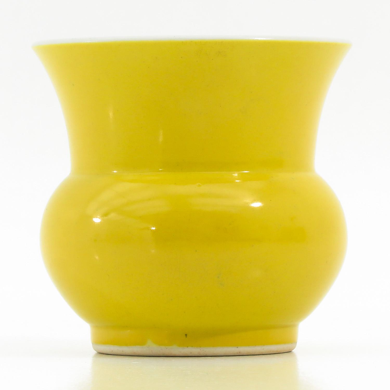 A Yellow Glazed Vase - Image 4 of 9