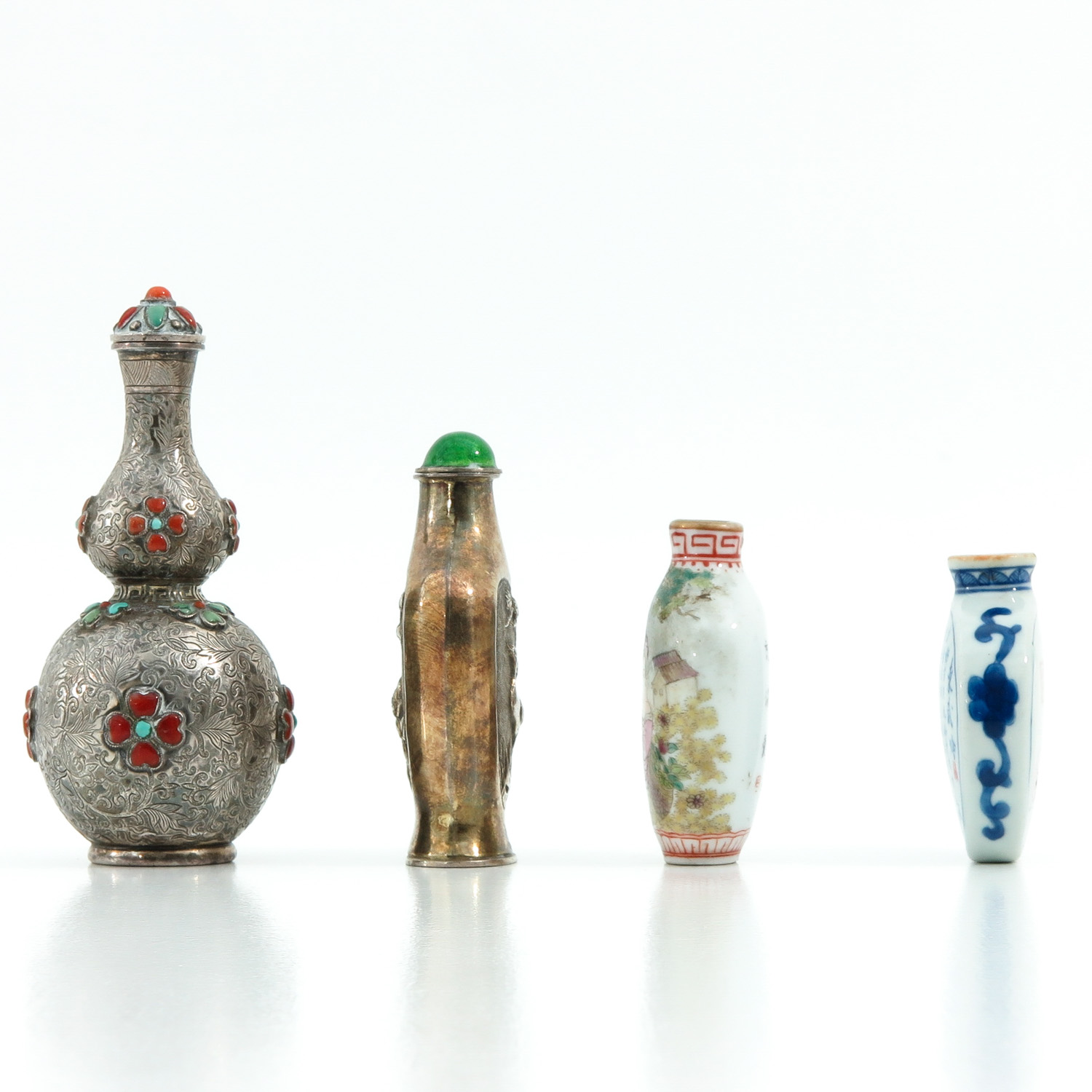 A Diverse Collection of 4 Snuff Bottles - Image 2 of 10