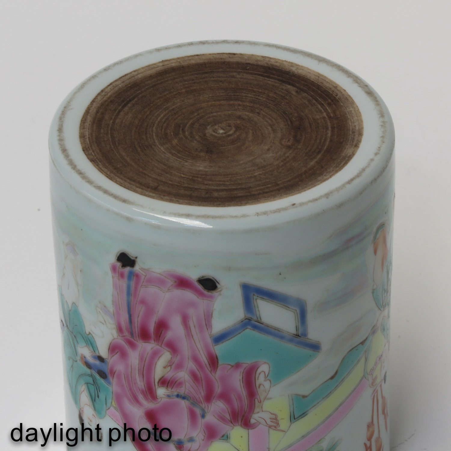 A Famille Rose Brush Pot - Image 8 of 9