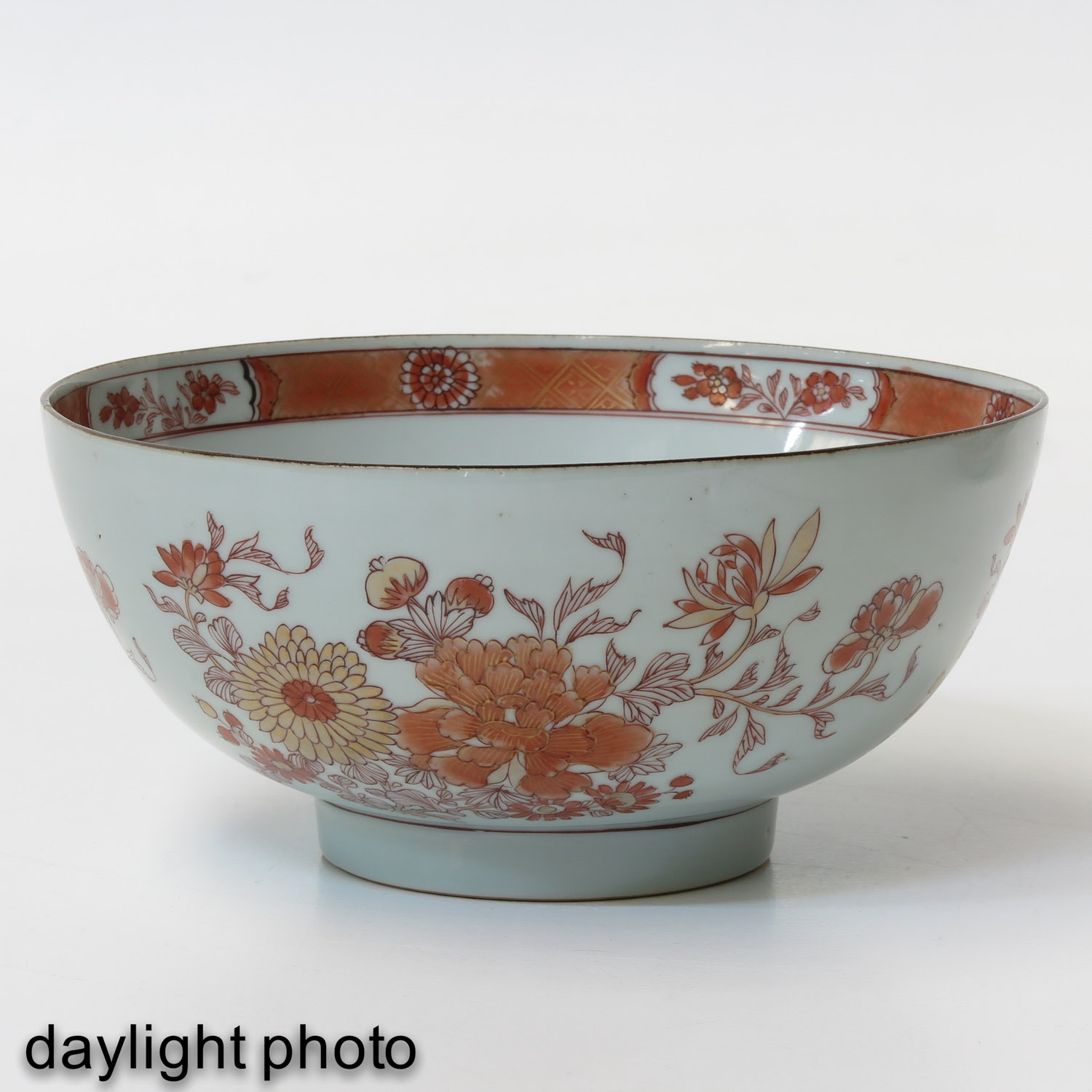 A Pair of Milk and Blood Decor Bowls - Image 7 of 9