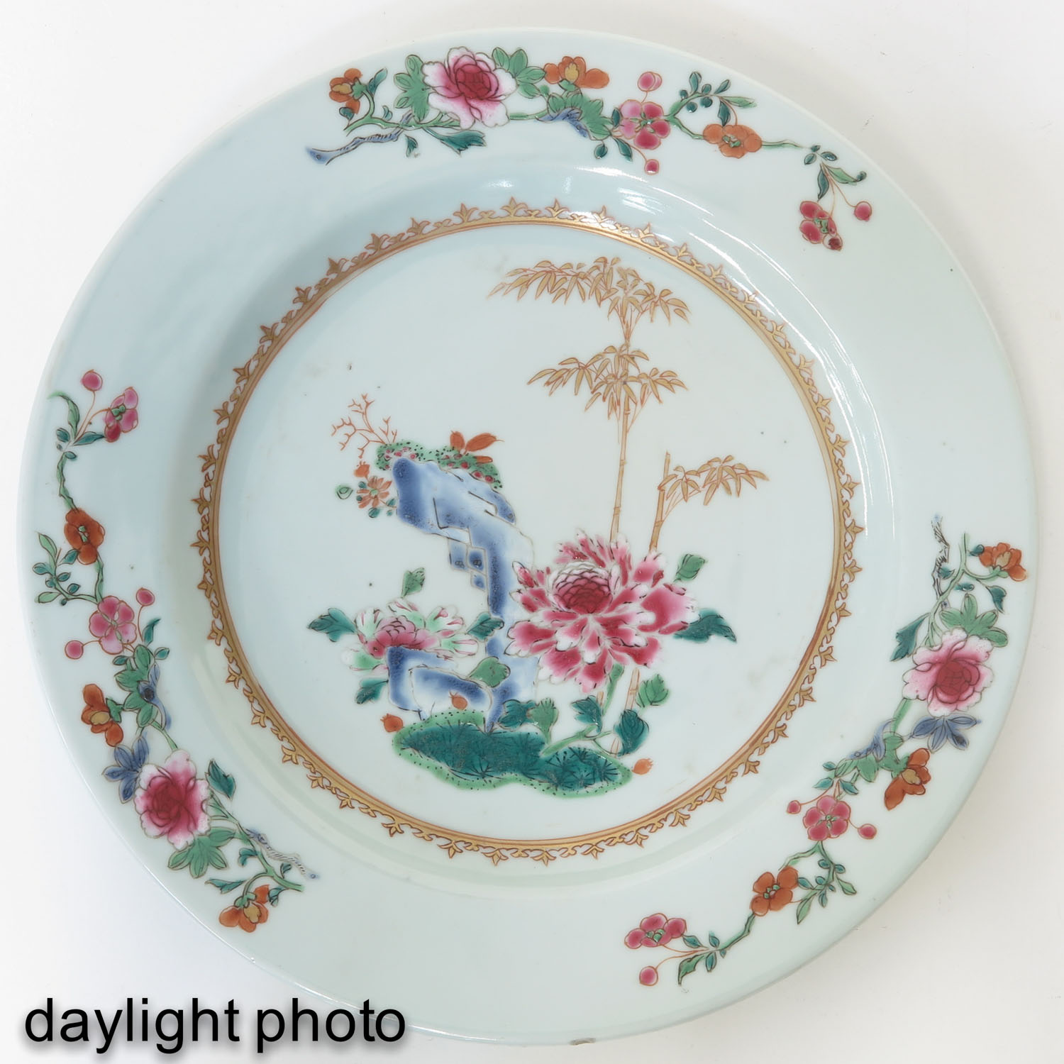 A Series of 8 Famille Rose Plates - Image 9 of 10
