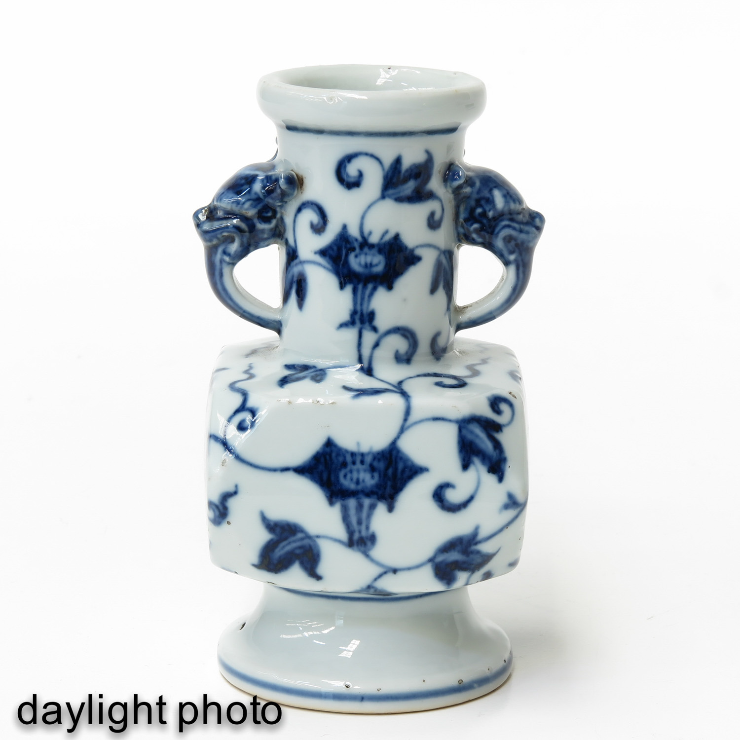 A Blue and White Vase - Image 7 of 10