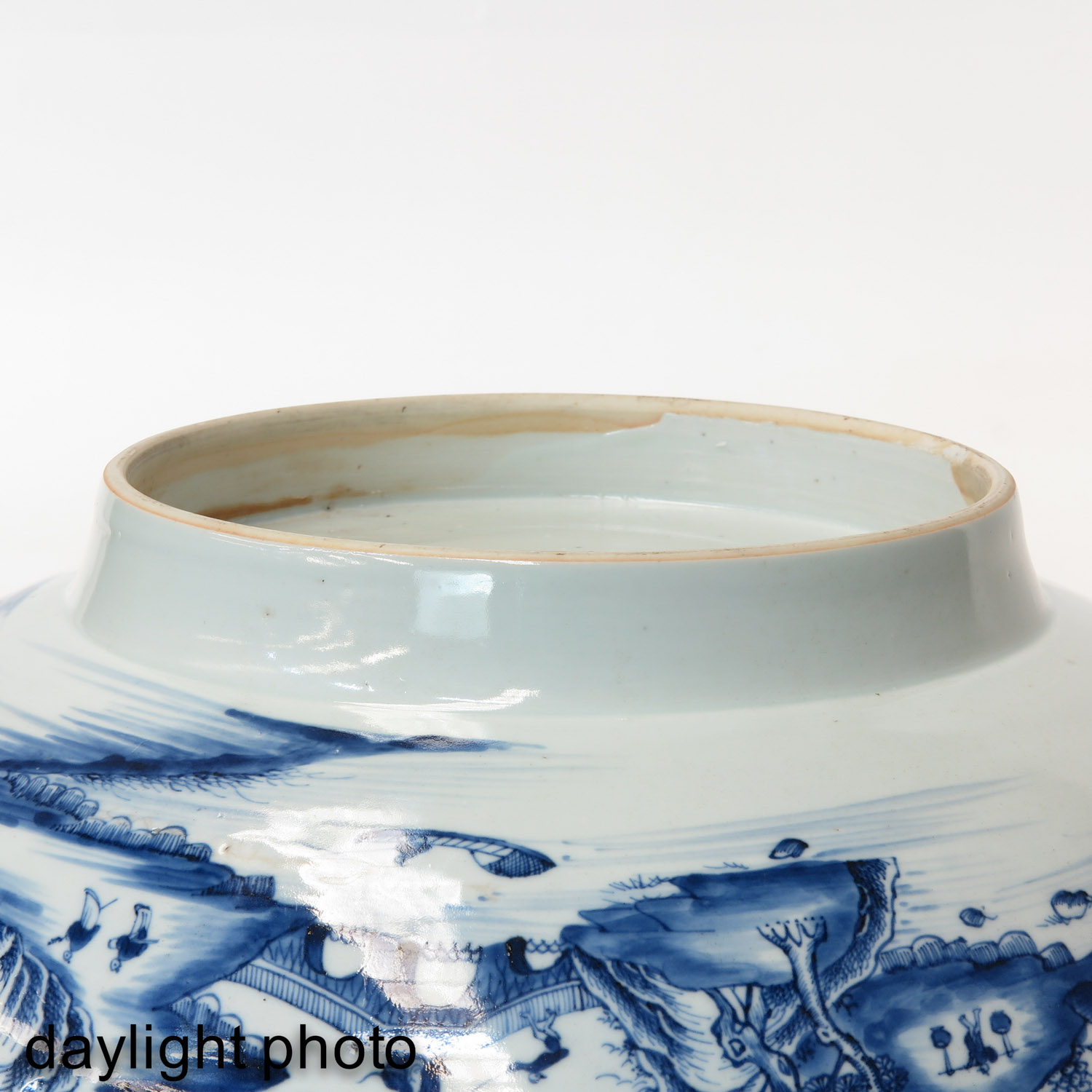 A Large Blue and White Bowl - Image 8 of 9