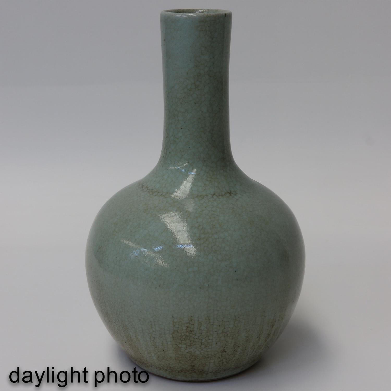 A Celadon Bottle Vase - Image 7 of 10