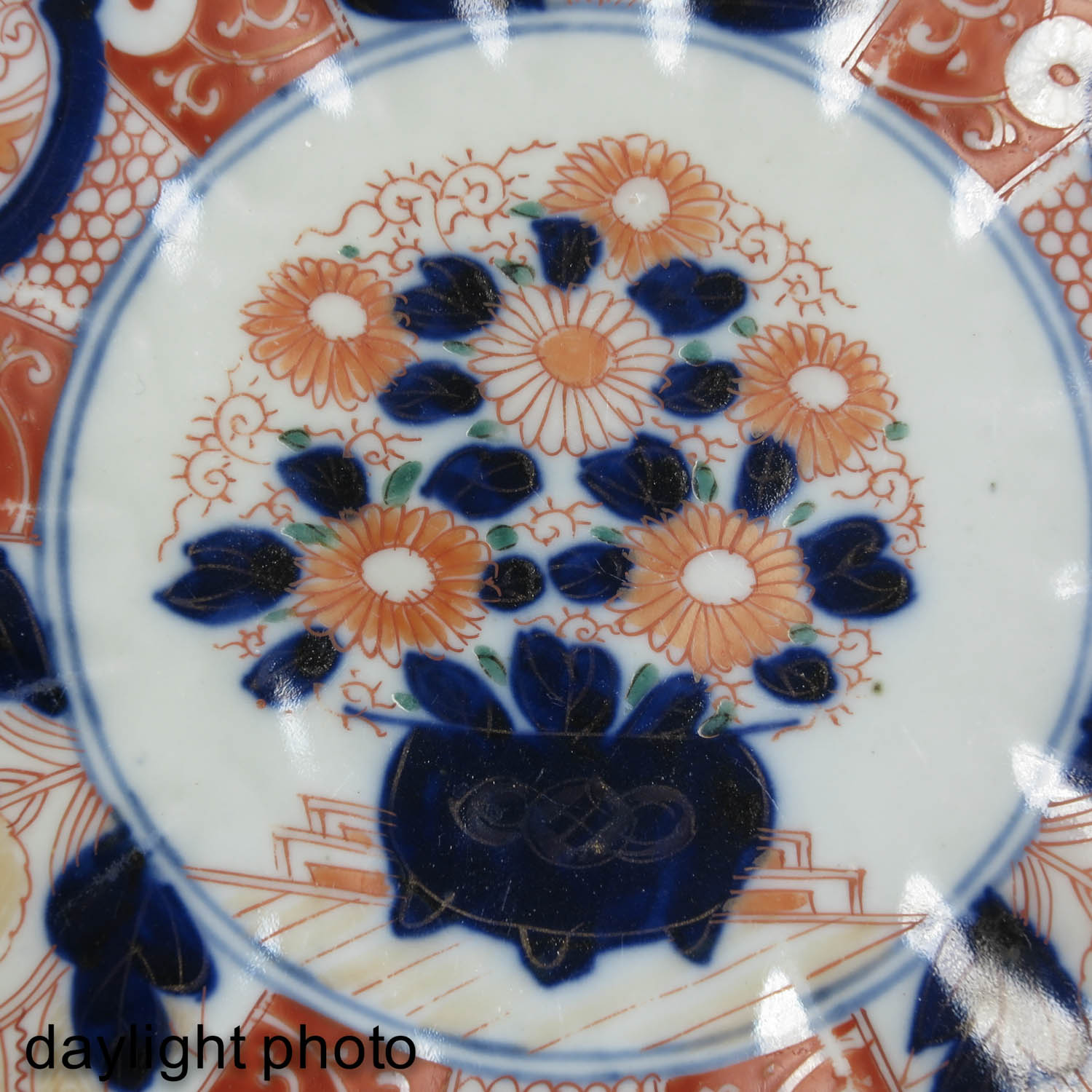 A Collection of 4 Imari Plates - Image 9 of 10