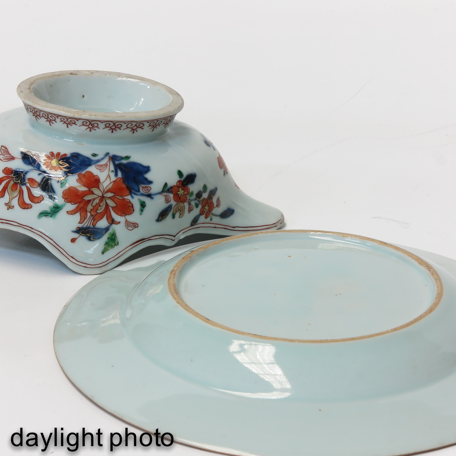 An Imari Plate and Gravy Boat - Image 8 of 10