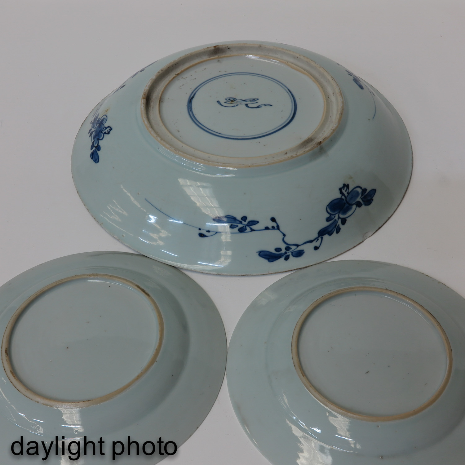 A Charger and 2 Plates - Image 10 of 10