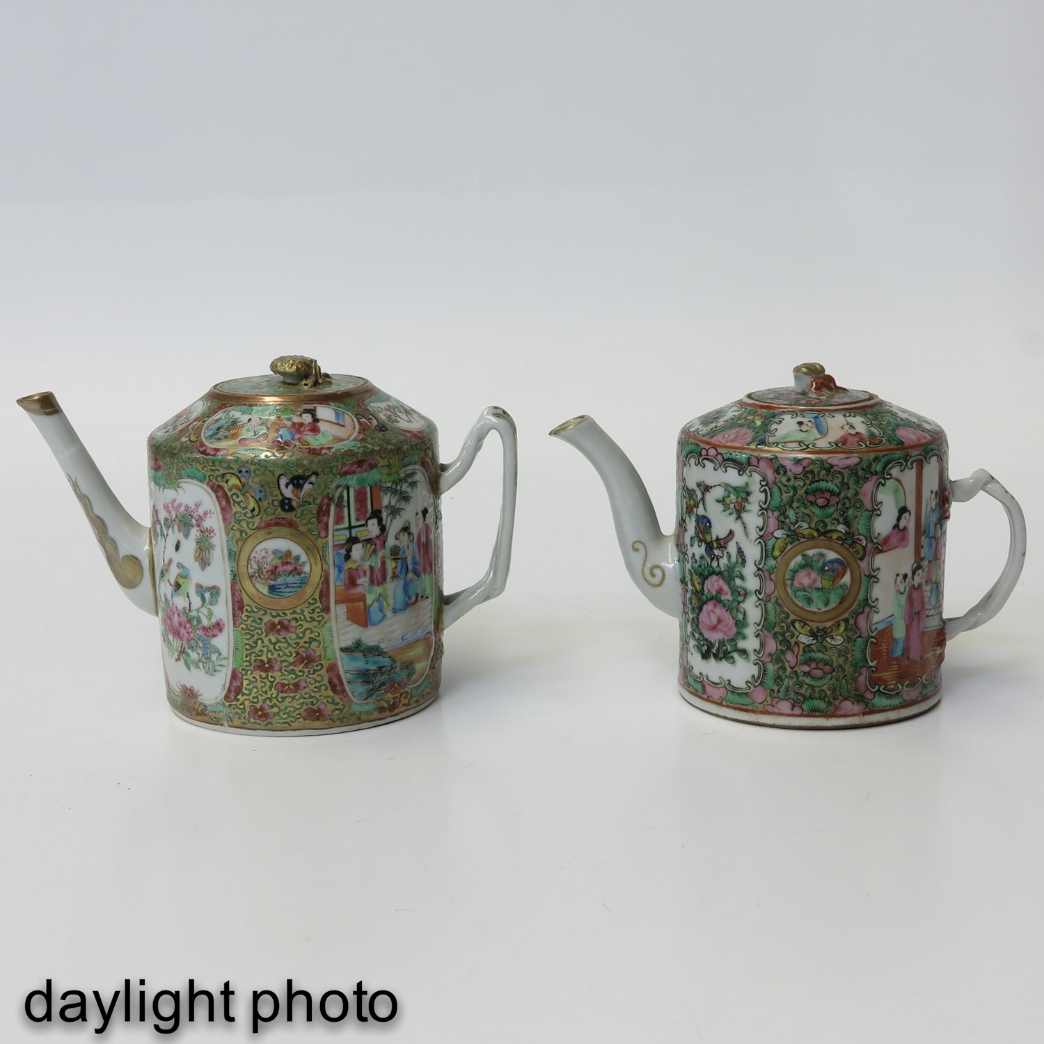 A Lot of 2 Cantonese Teapots - Image 7 of 9