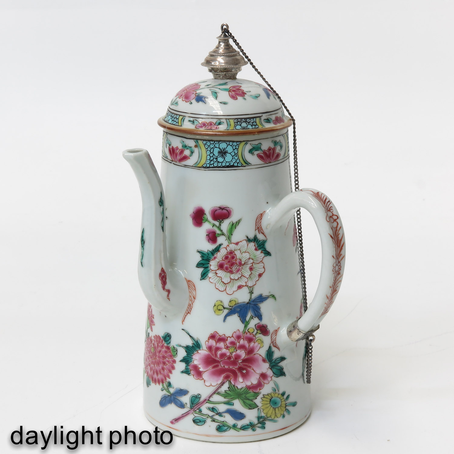 A Famille Rose Chocolate Pot - Image 7 of 10
