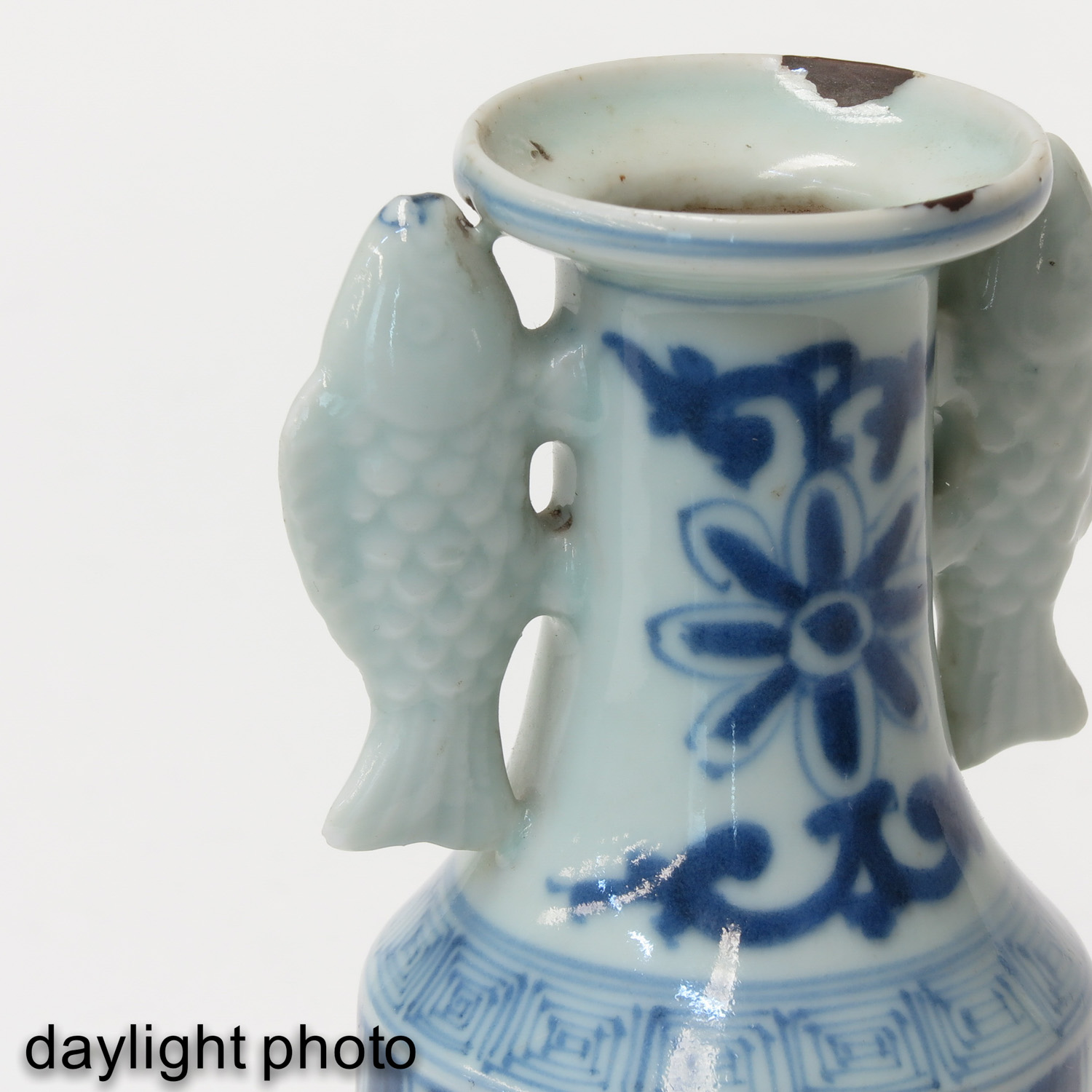 A Blue and White Twin Fish Vase - Image 9 of 9