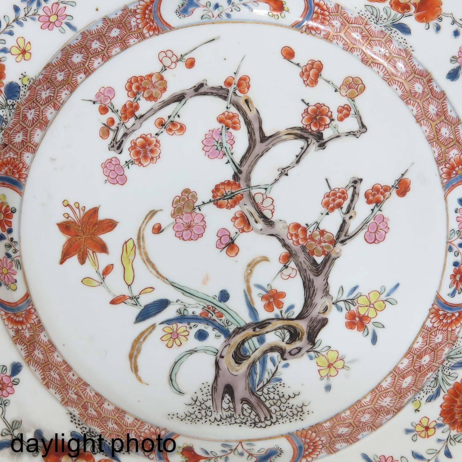 A Collection of 6 Polychrome Decor Plates - Image 9 of 9