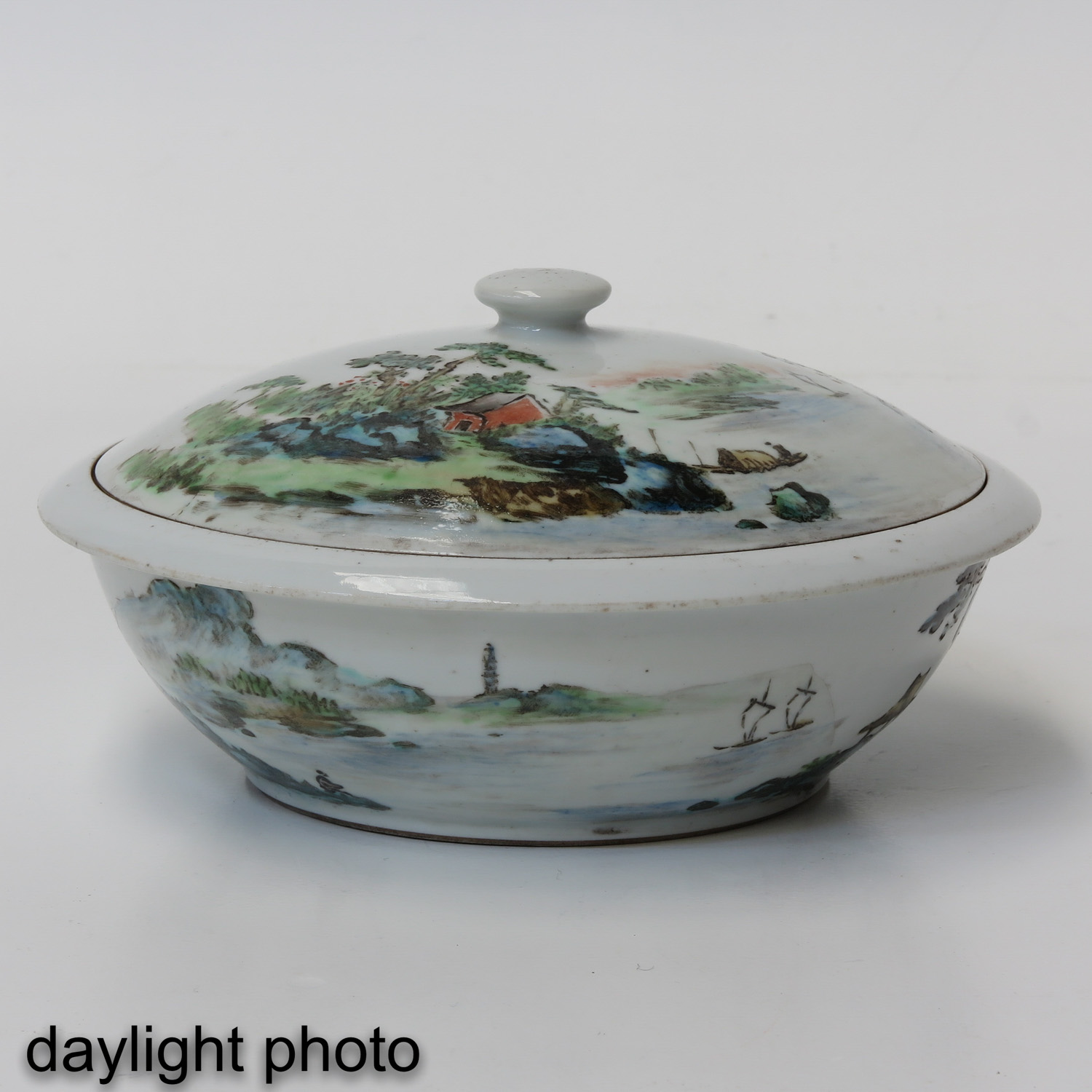 A Famille Verte Covered Bowl - Image 7 of 10