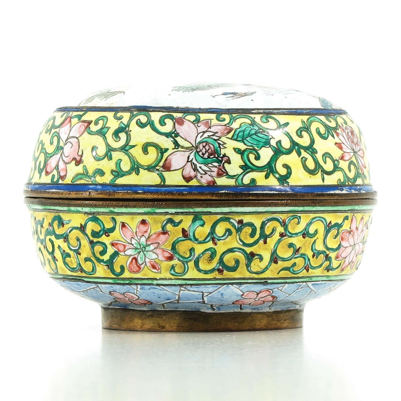 A Famille Rose Enamel Box - Image 4 of 9