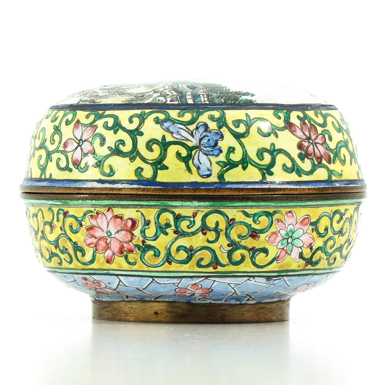 A Famille Rose Enamel Box - Image 2 of 9