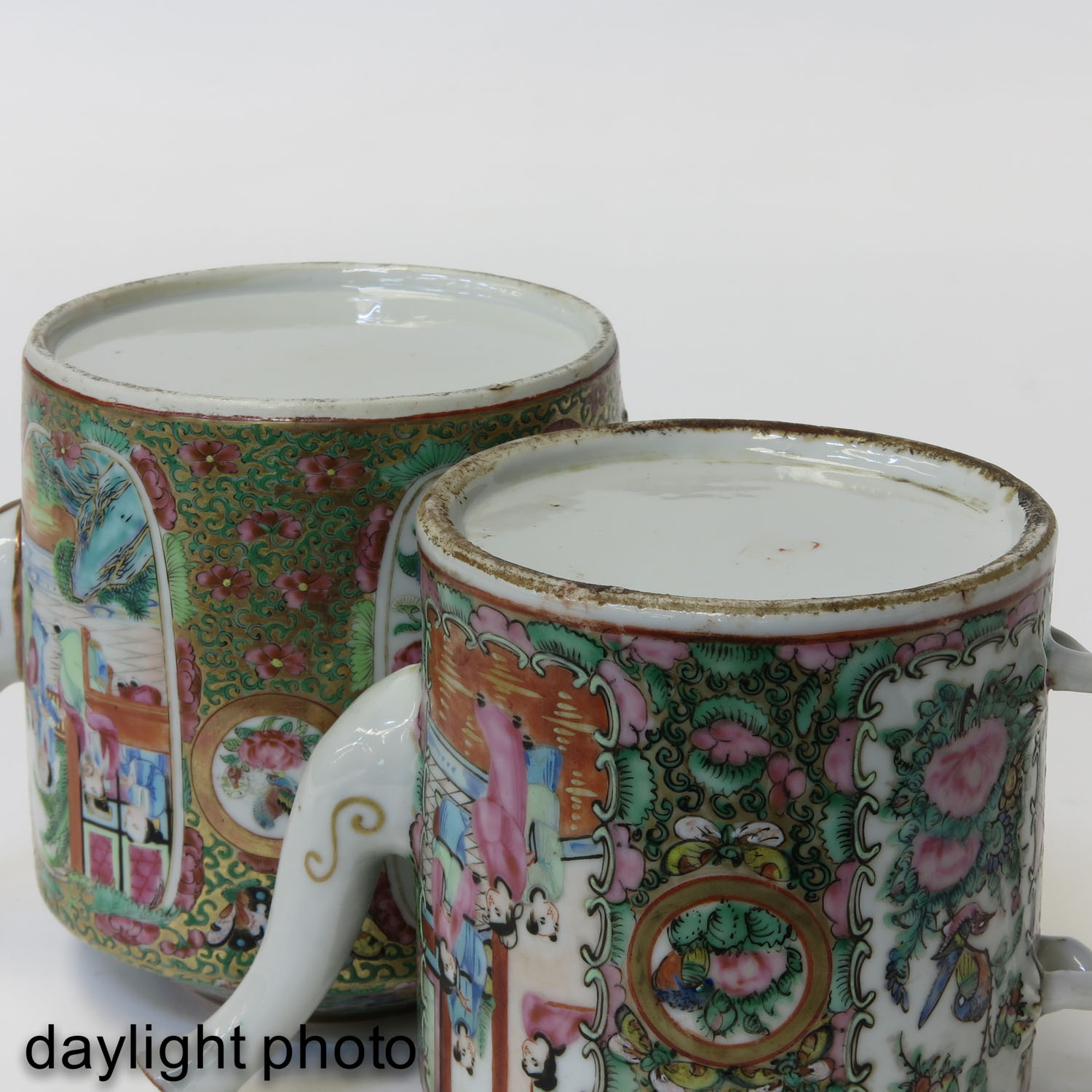 A Lot of 2 Cantonese Teapots - Image 8 of 9