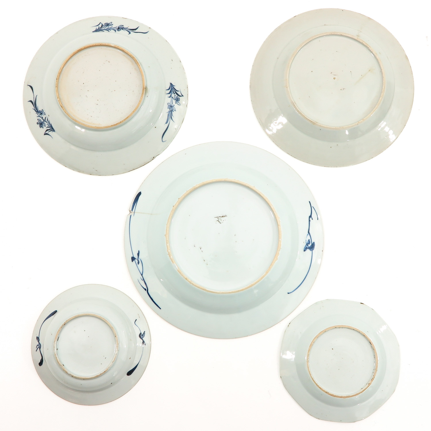 A Lot of 5 Blue and White Plates - Image 2 of 10