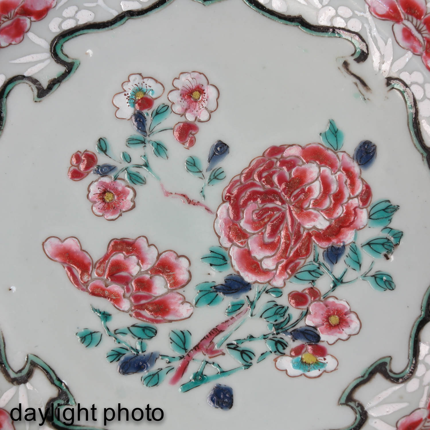A Series of 4 Famille Rose Plates - Image 9 of 9