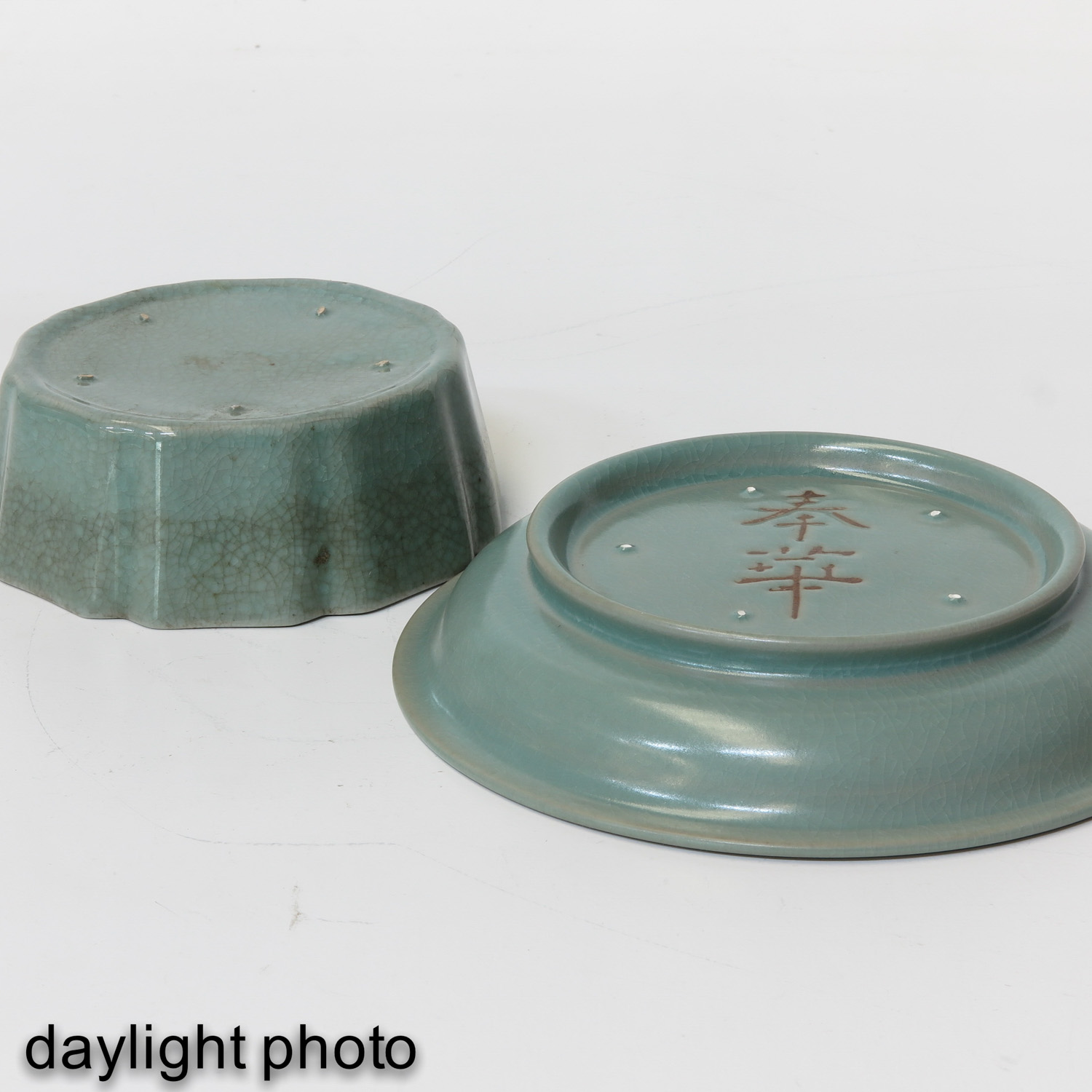 A Celadon Plate and Dish - Image 8 of 10