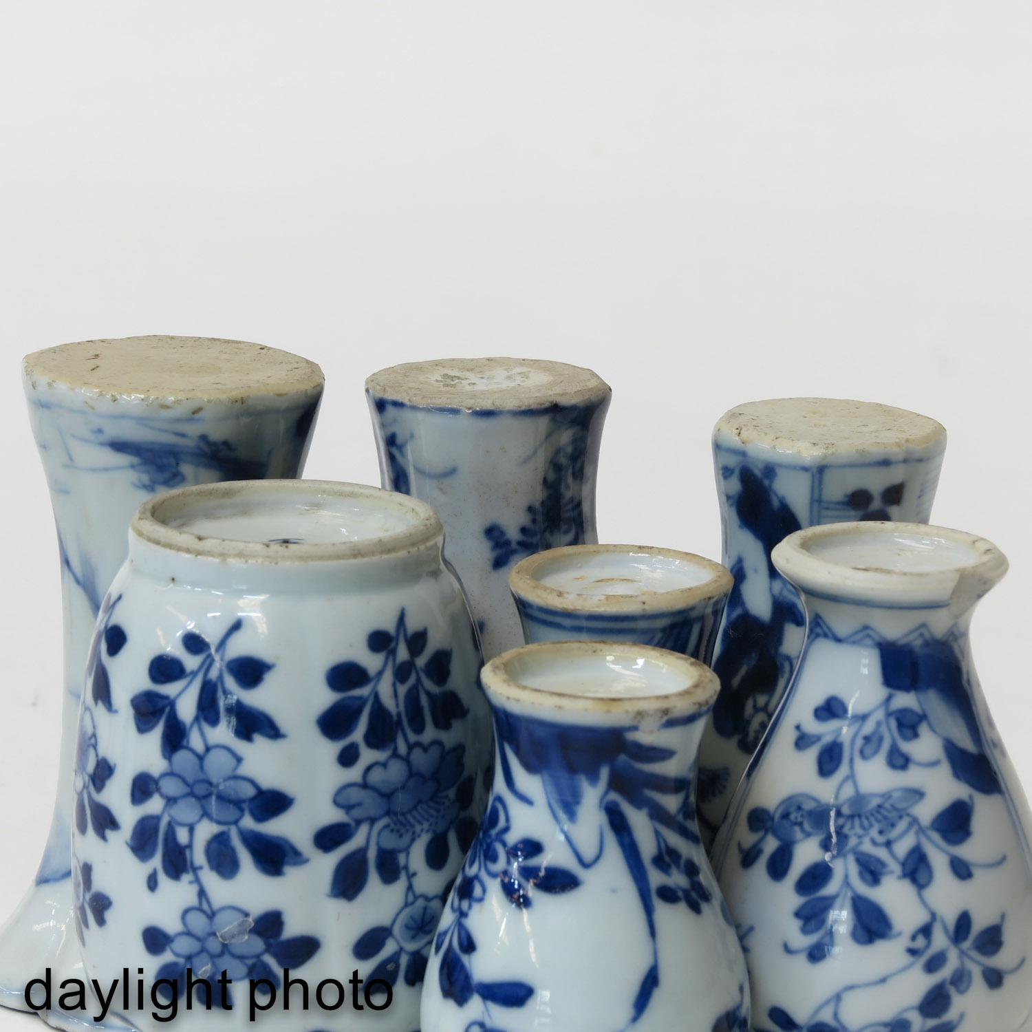 A Collection of 7 Miniature Vases - Image 8 of 9