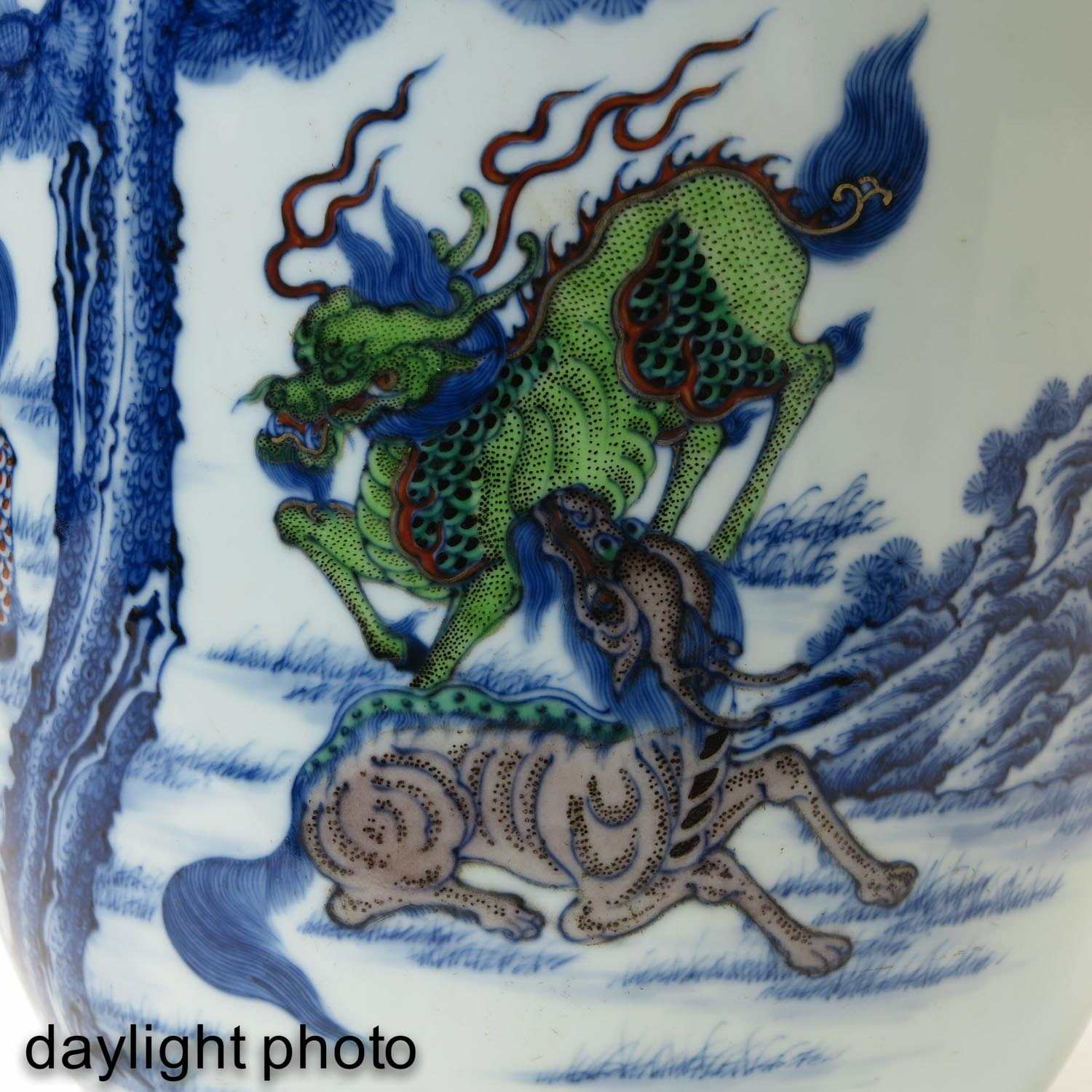 An Iron Red and Blue Decor Vase - Image 10 of 10