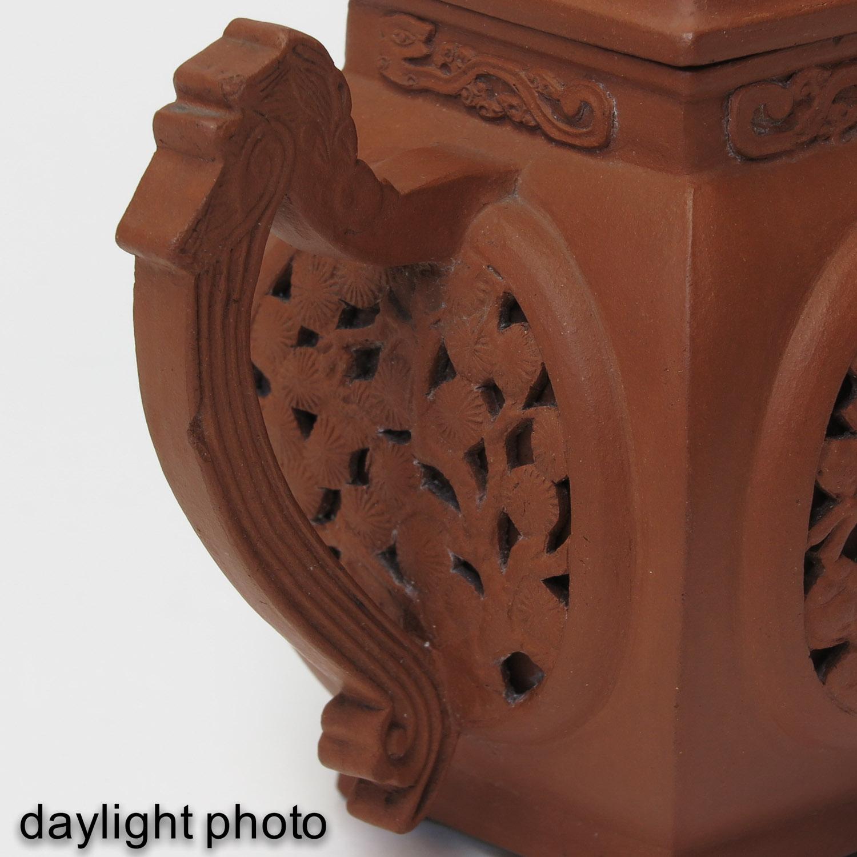 A Yixing Teapot - Image 10 of 10