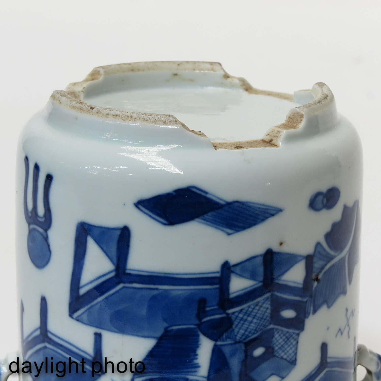 A Pair of Blue and White Jars - Image 8 of 9