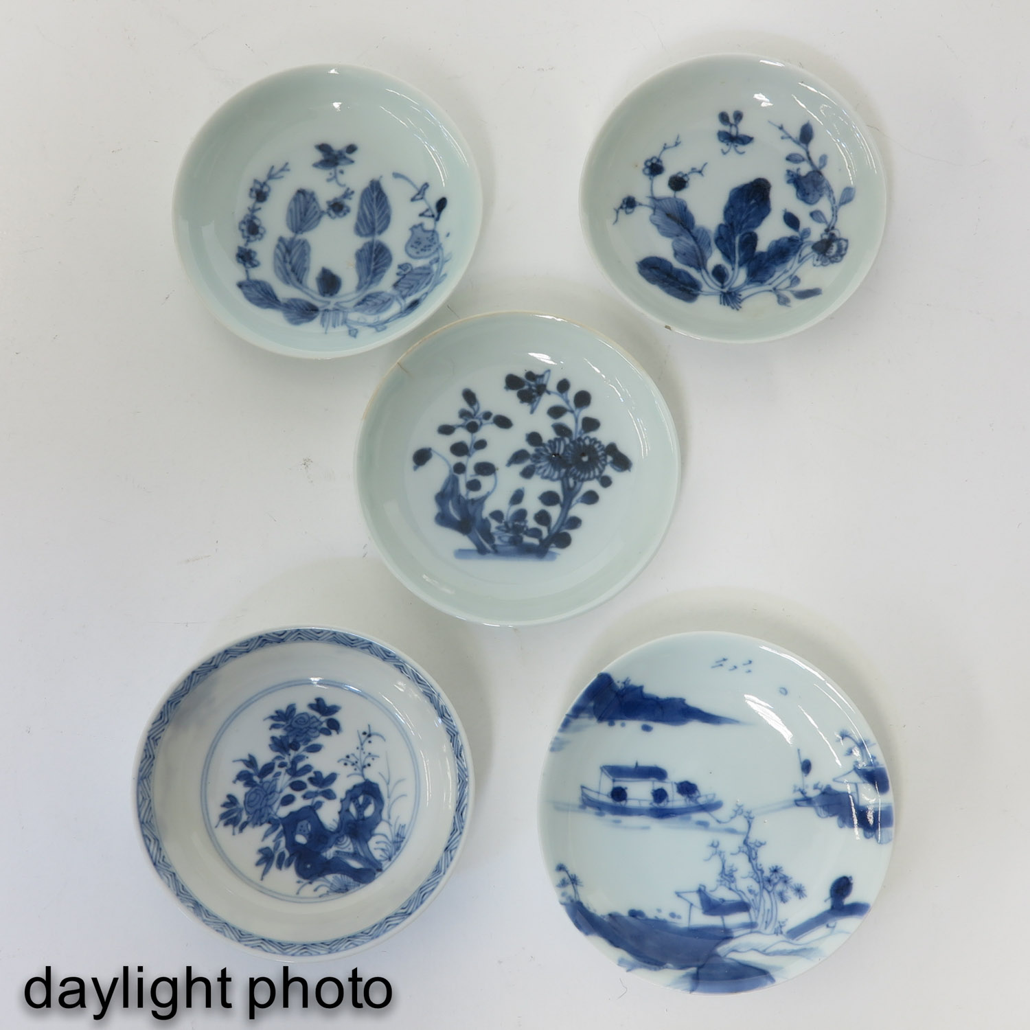 A Collection of 11 Small Plates - Image 9 of 10