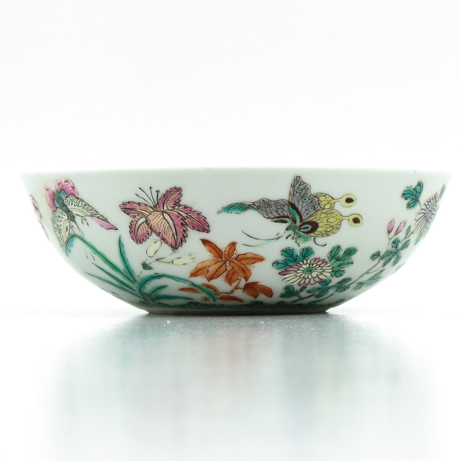 A Famille Rose Bowl - Image 4 of 9