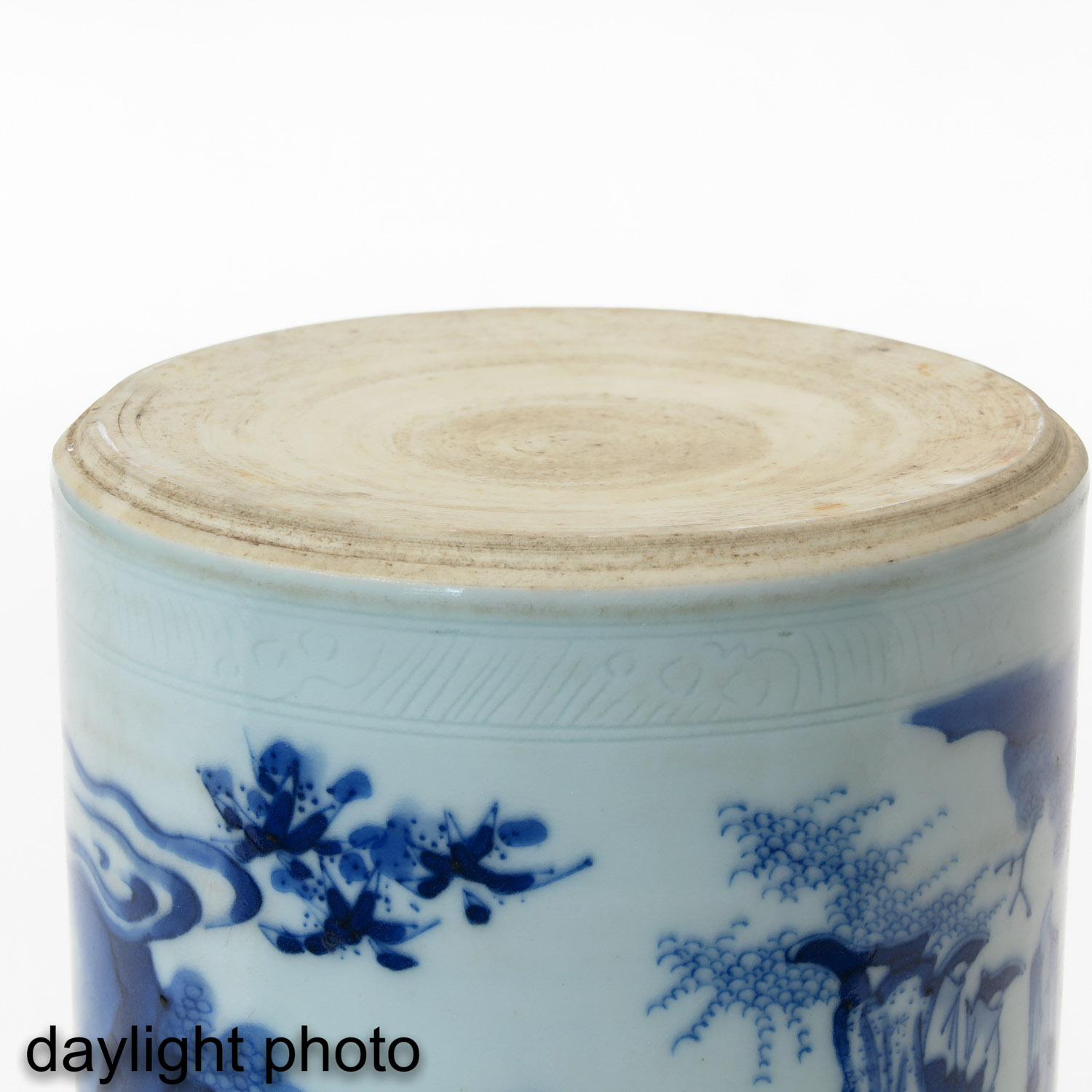A Blue and White Brush Pot - Image 8 of 9