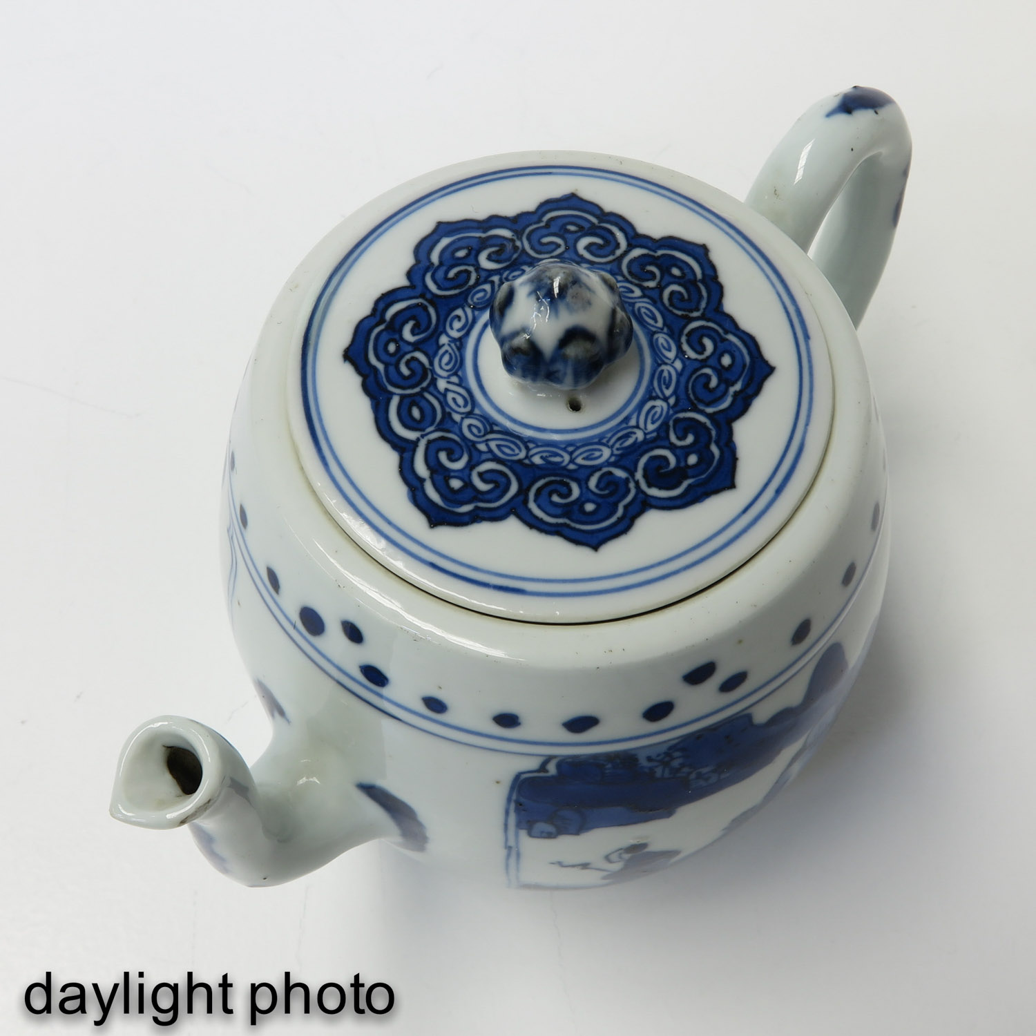 A Blue and White Teapot - Image 9 of 10