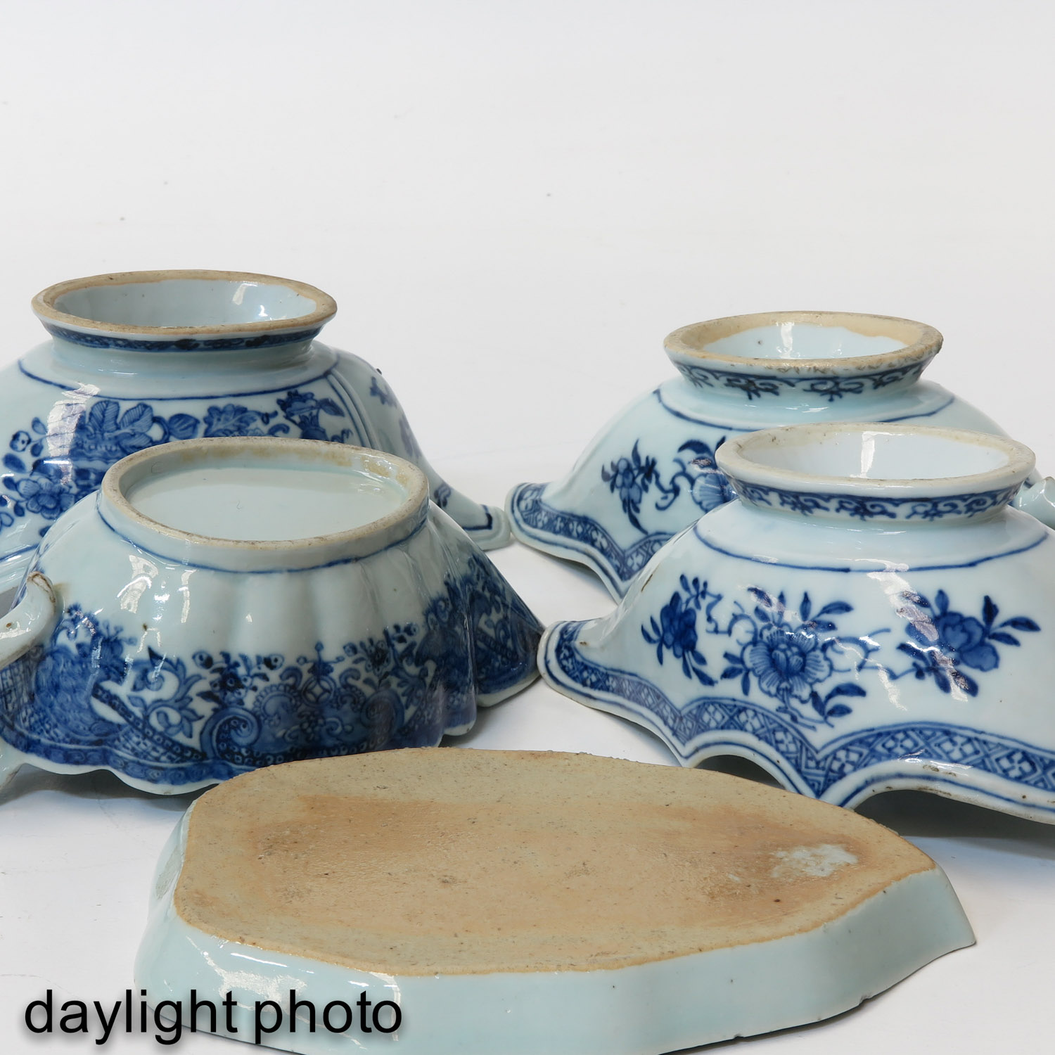 A Collection of Export Porcelain - Image 8 of 9