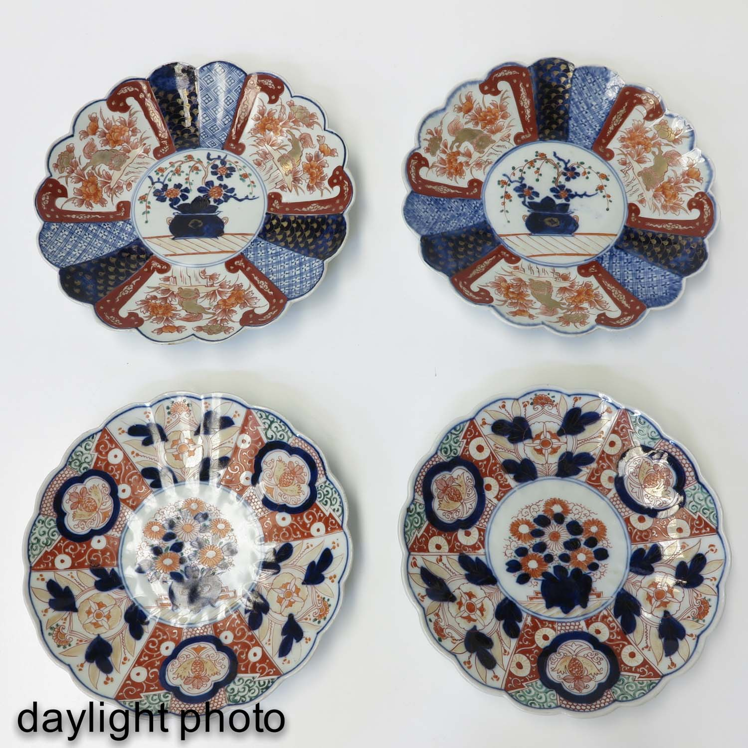 A Collection of 4 Imari Plates - Image 7 of 10