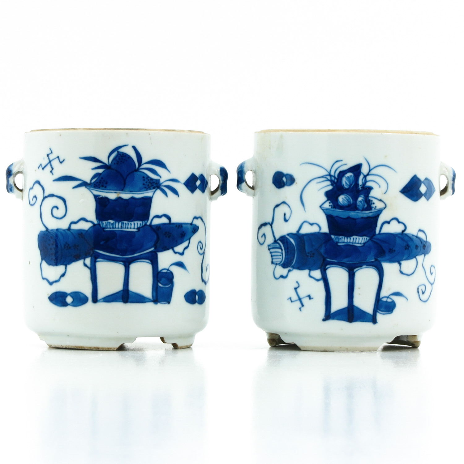 A Pair of Blue and White Jars - Image 3 of 9