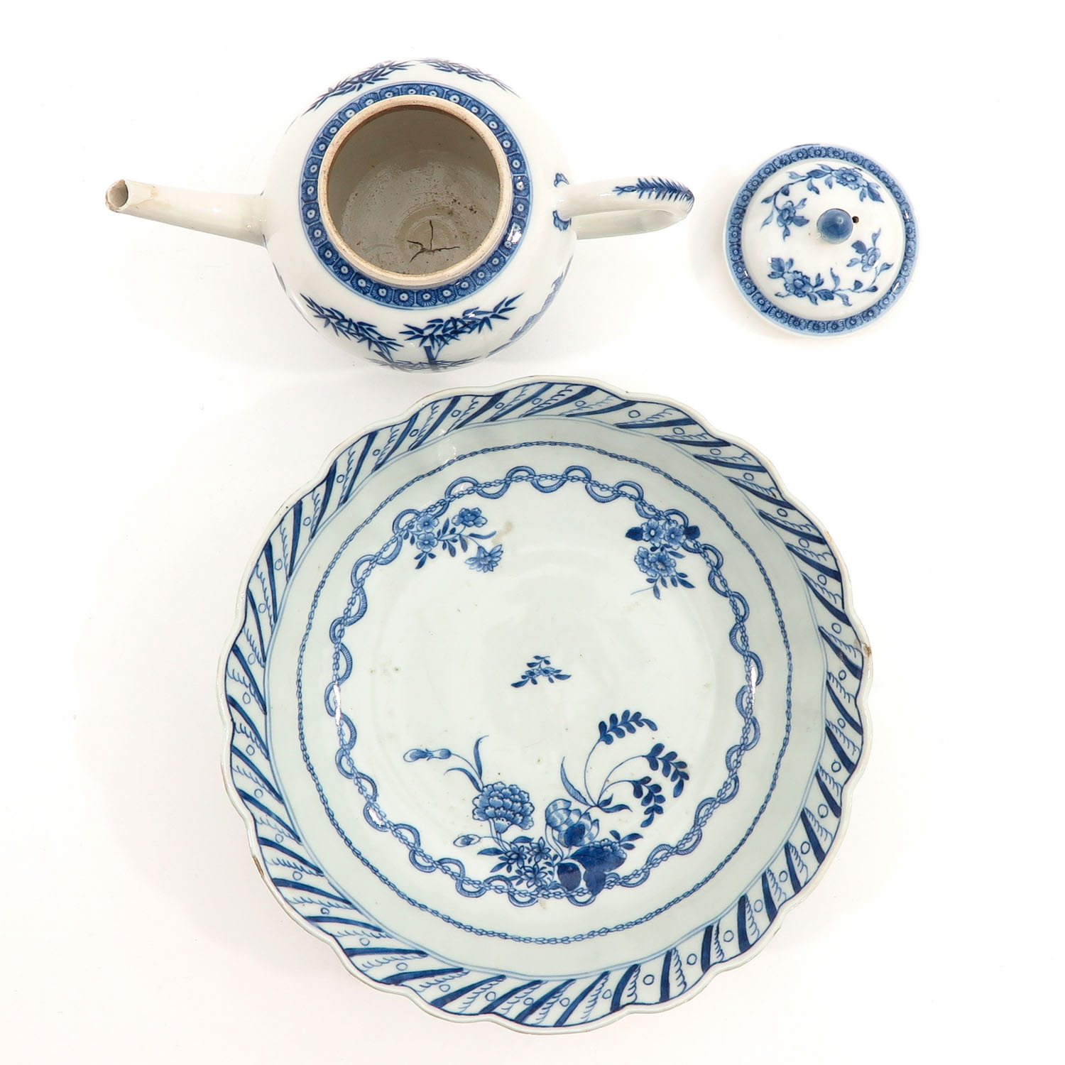 A Blue and White Bowl and Teapot - Image 5 of 10
