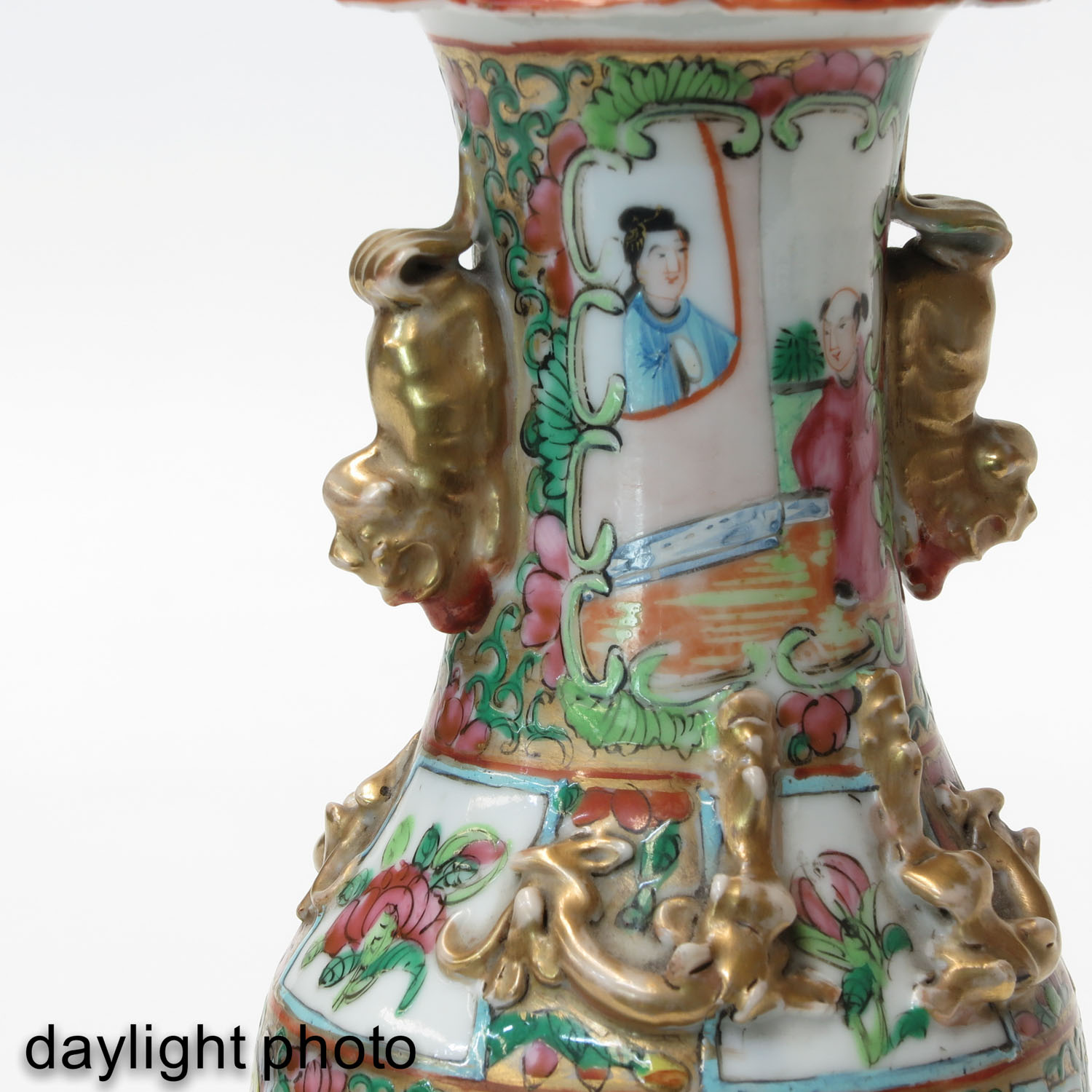 A Pair of Cantonese Vases - Image 9 of 9