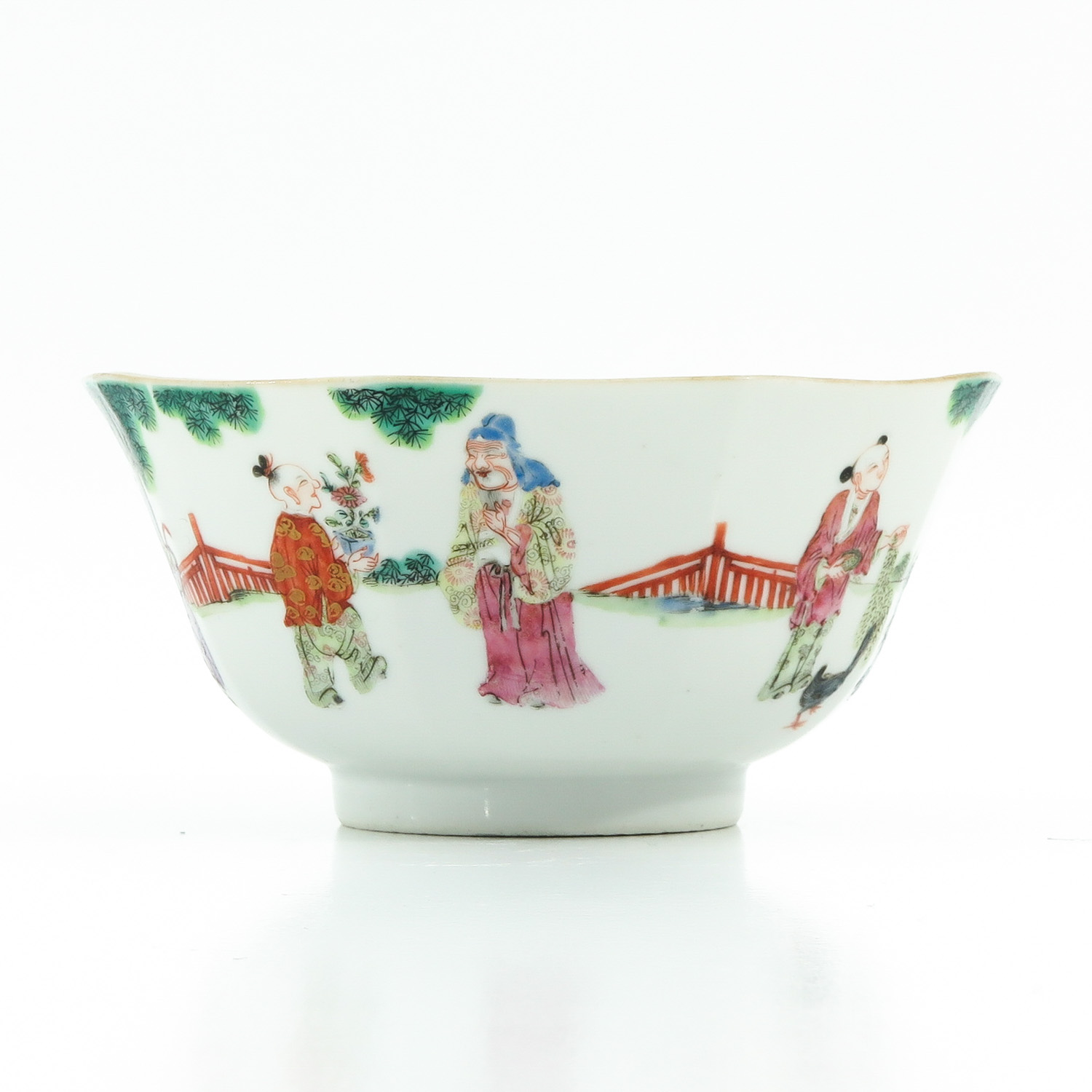 A Famille Rose Bowl - Image 4 of 10