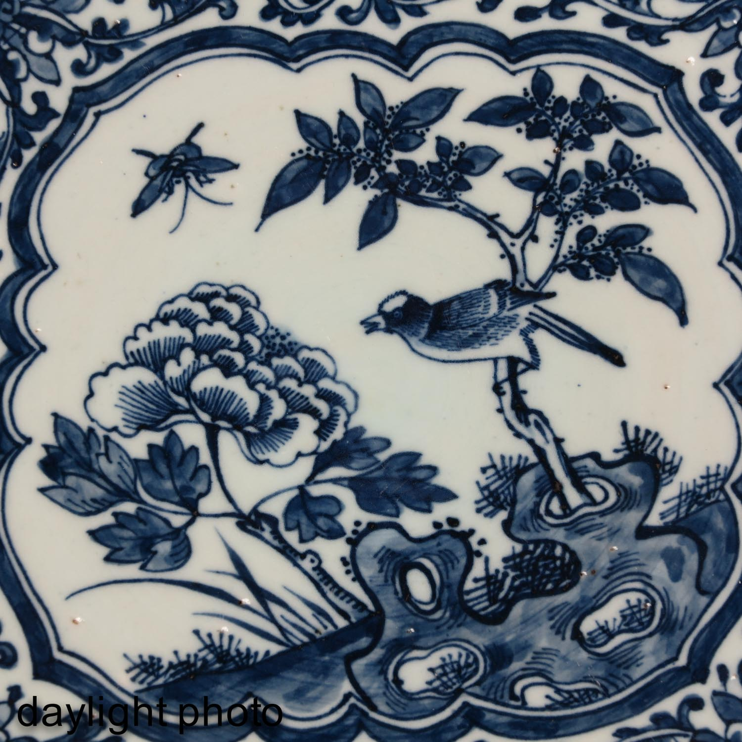A Large Blue and White Charger - Image 7 of 7