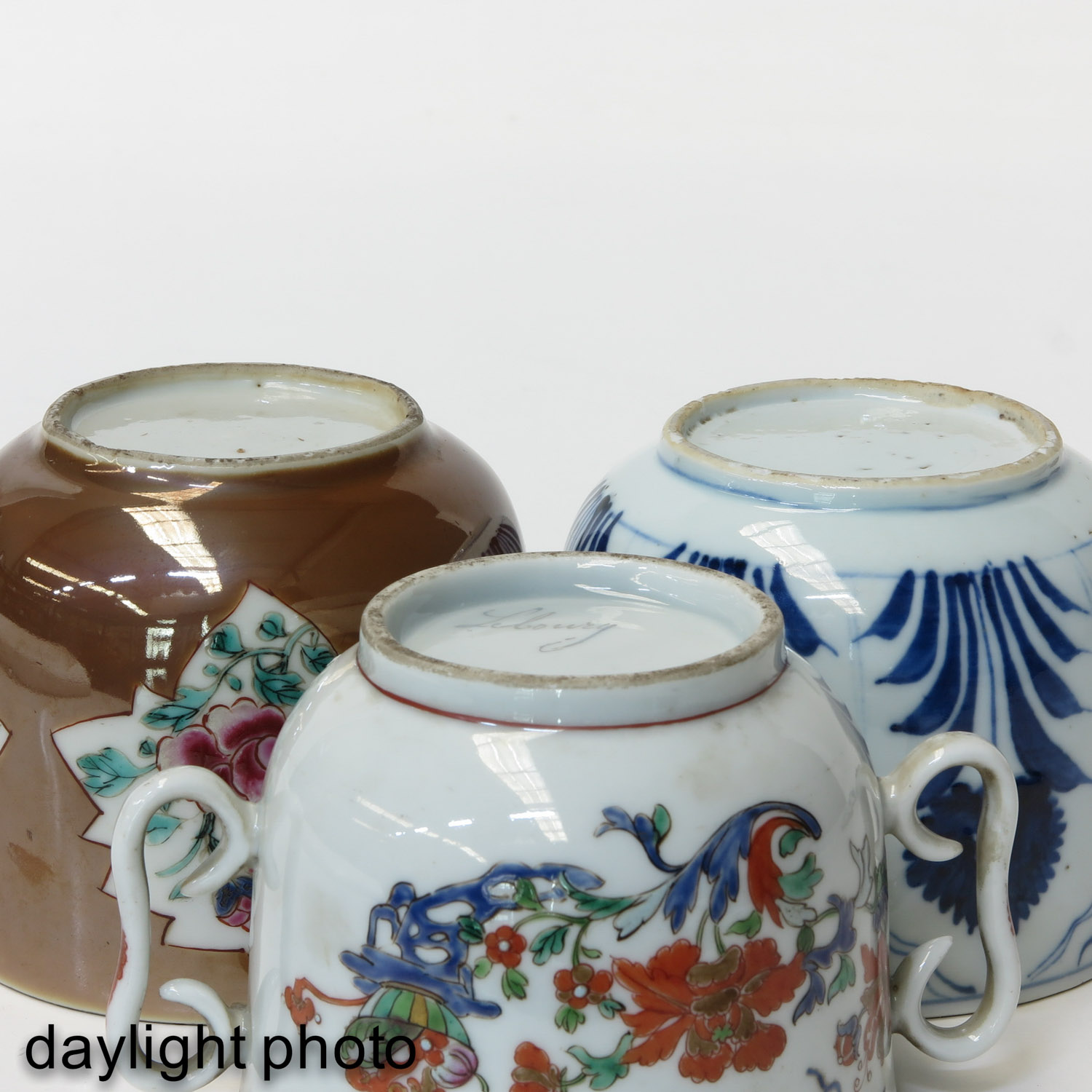 A Collection of 3 Covered Jars - Image 8 of 9