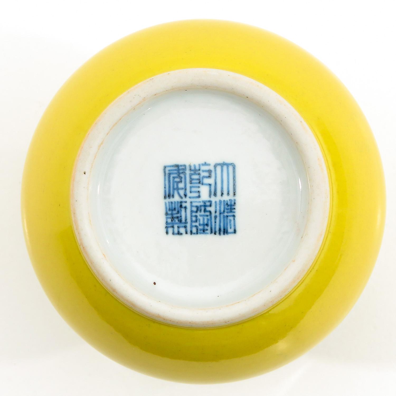 A Yellow Glazed Vase - Image 6 of 9