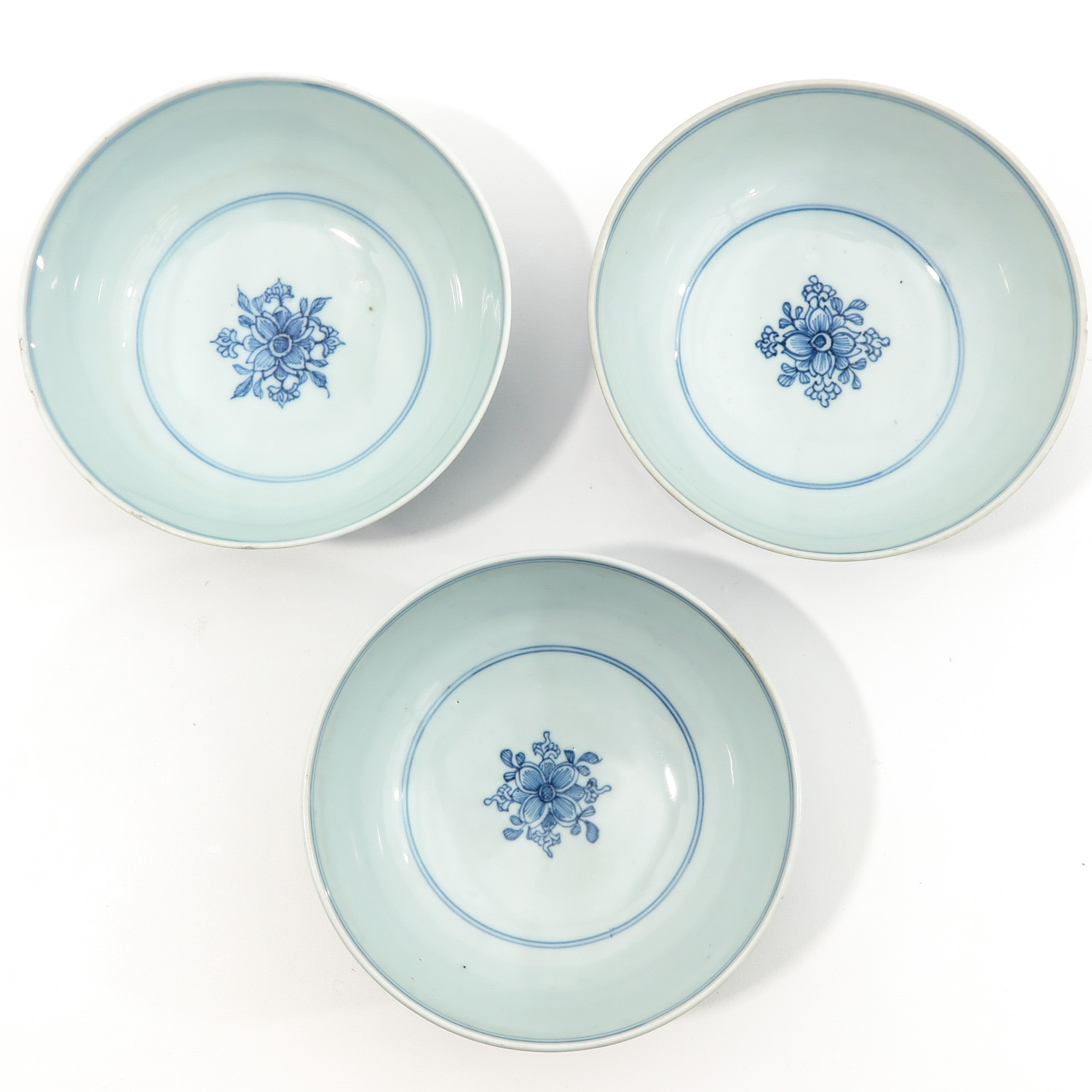 A Series of 3 Blue and White Bowls - Image 5 of 10