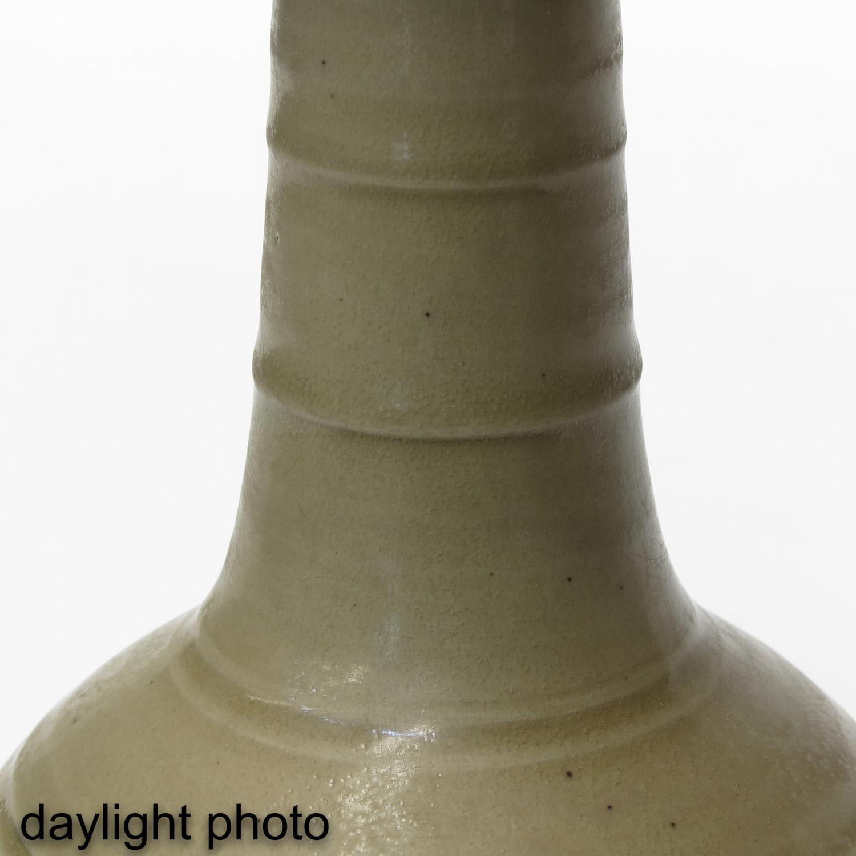 A Cream Glazed Vase - Image 9 of 9