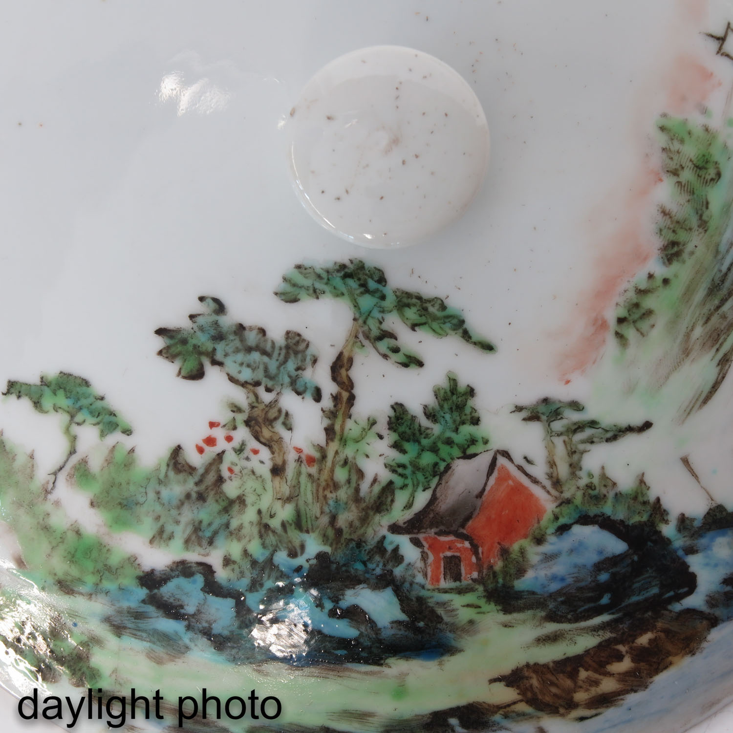 A Famille Verte Covered Bowl - Image 10 of 10