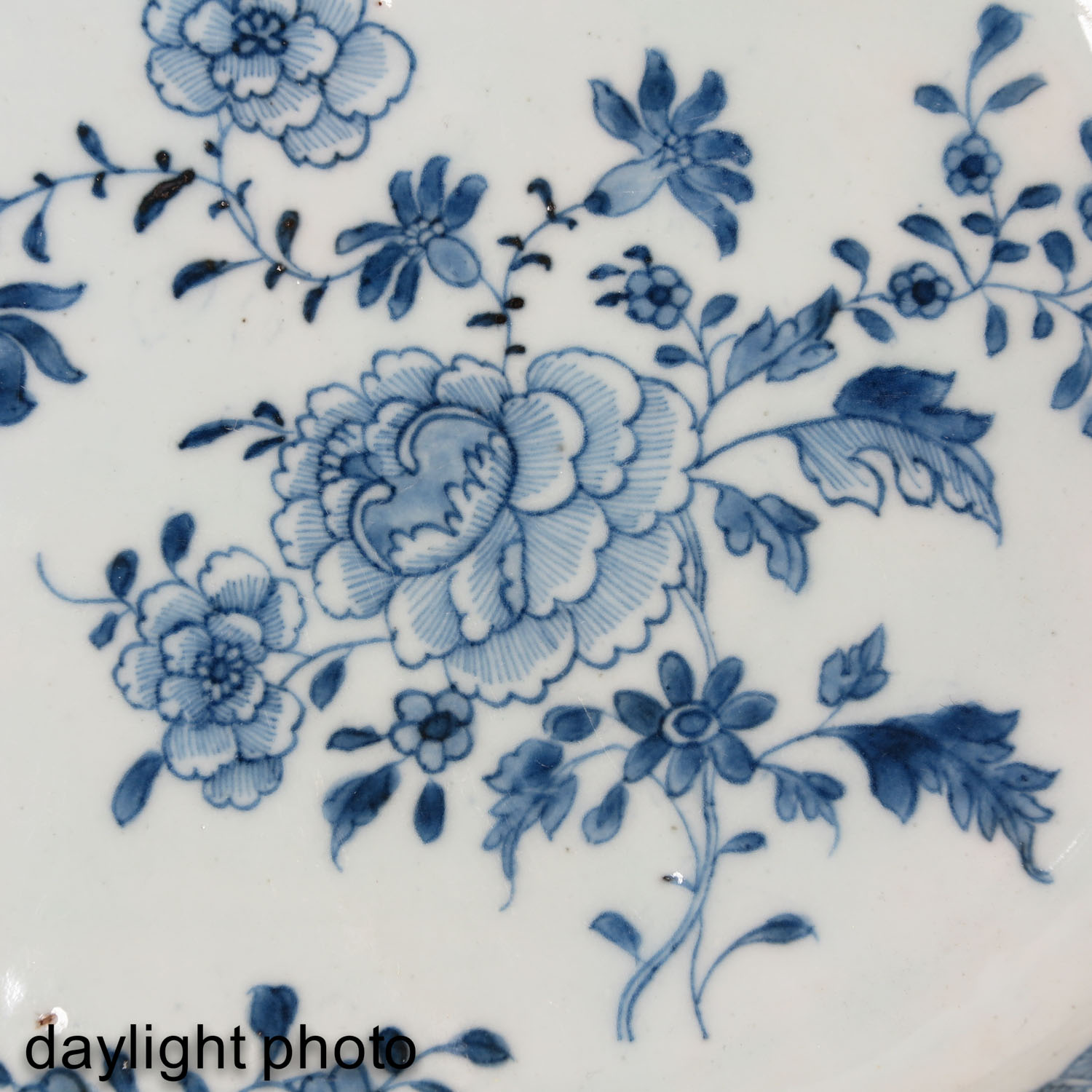 A Lot of 2 Blue and White Trays - Image 9 of 10
