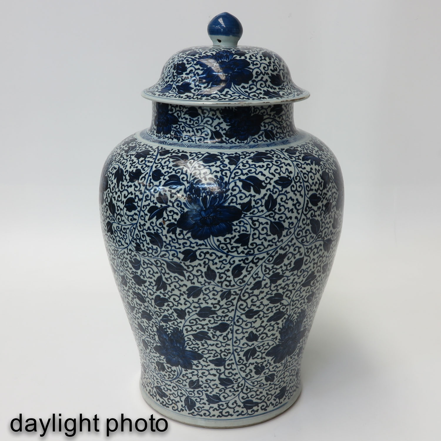 A Large Blue and White Jar - Image 7 of 9