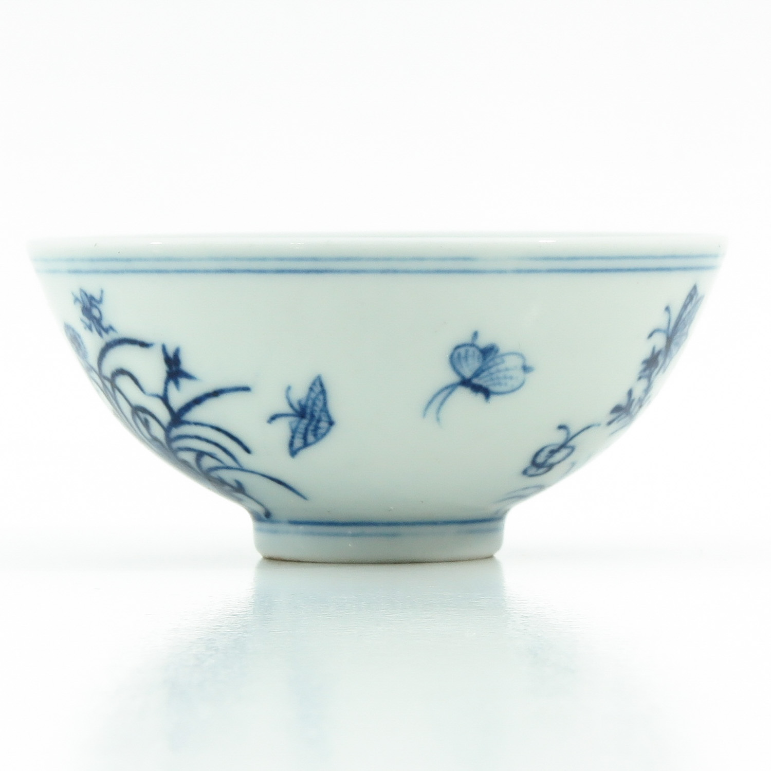 A Blue and White Cup - Image 2 of 9