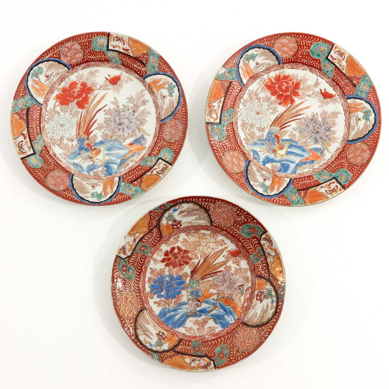 A Series of 8 Kutani Plates - Image 7 of 10