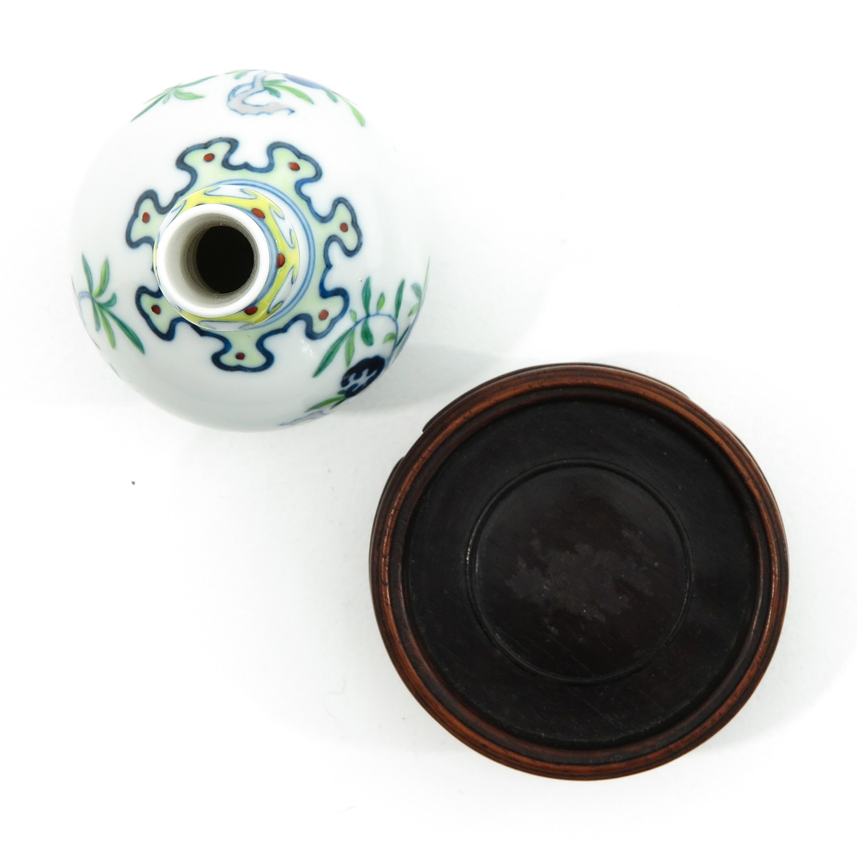 A Small Doucai Decor Vase - Image 5 of 10